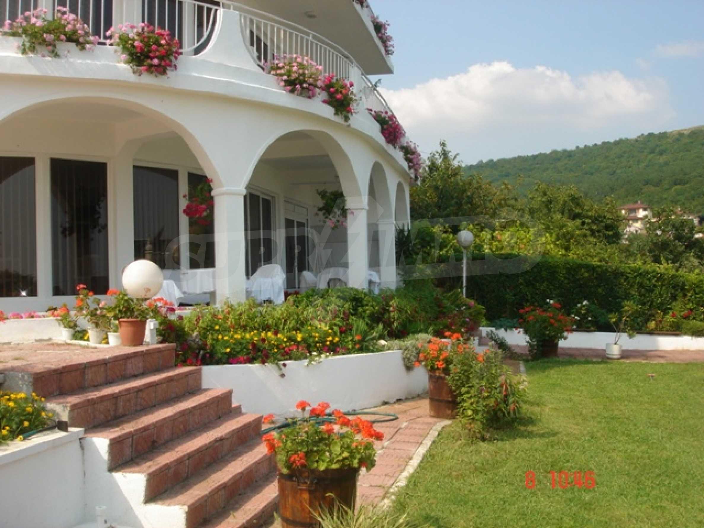 Хотел Елена 8