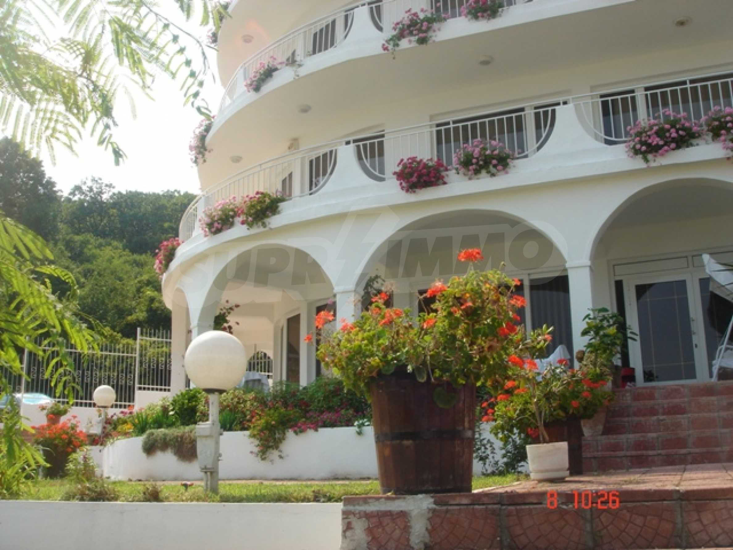 Хотел Елена 9