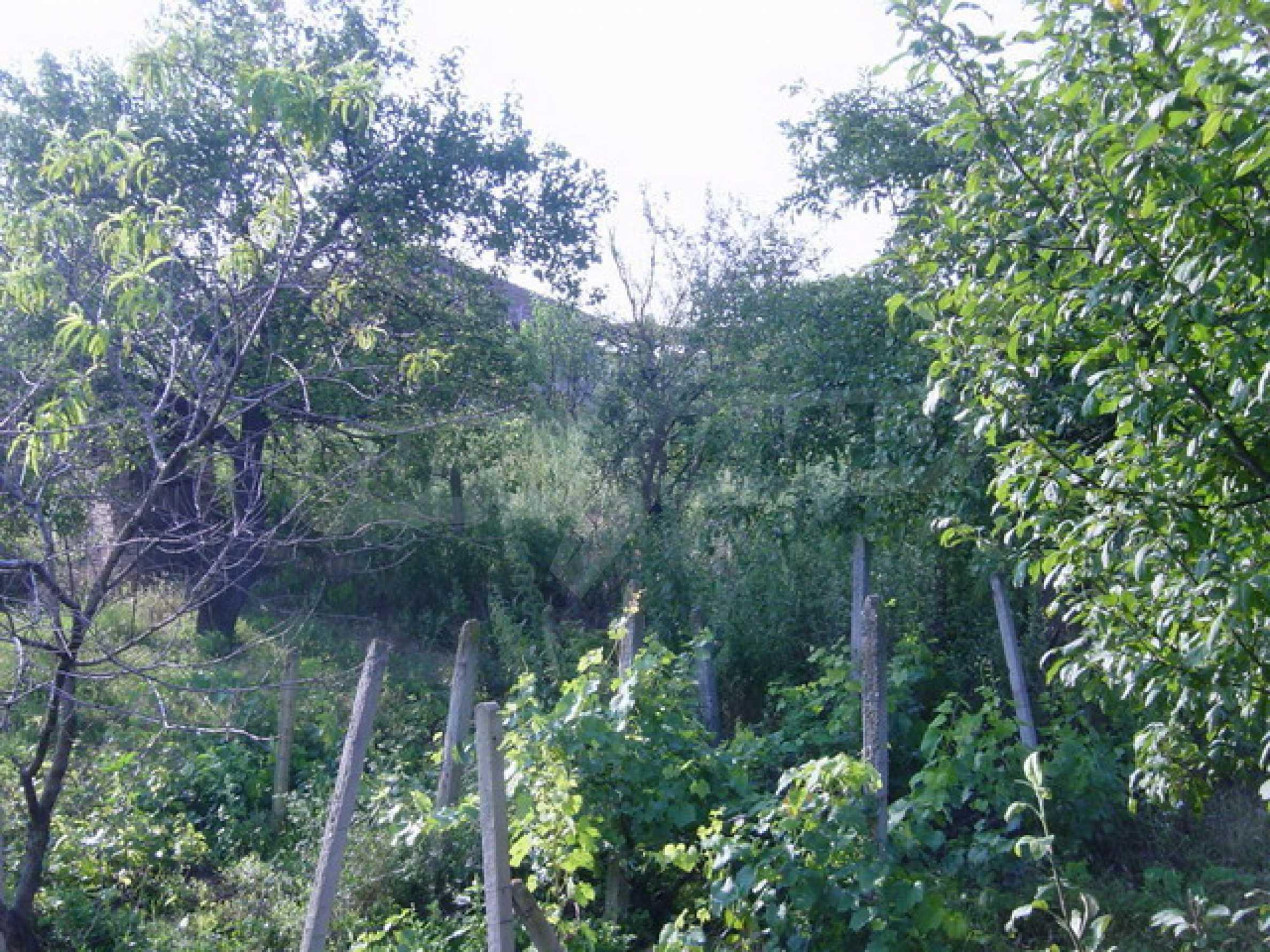 Массивный дом находится в 8 км от города Стражица 12