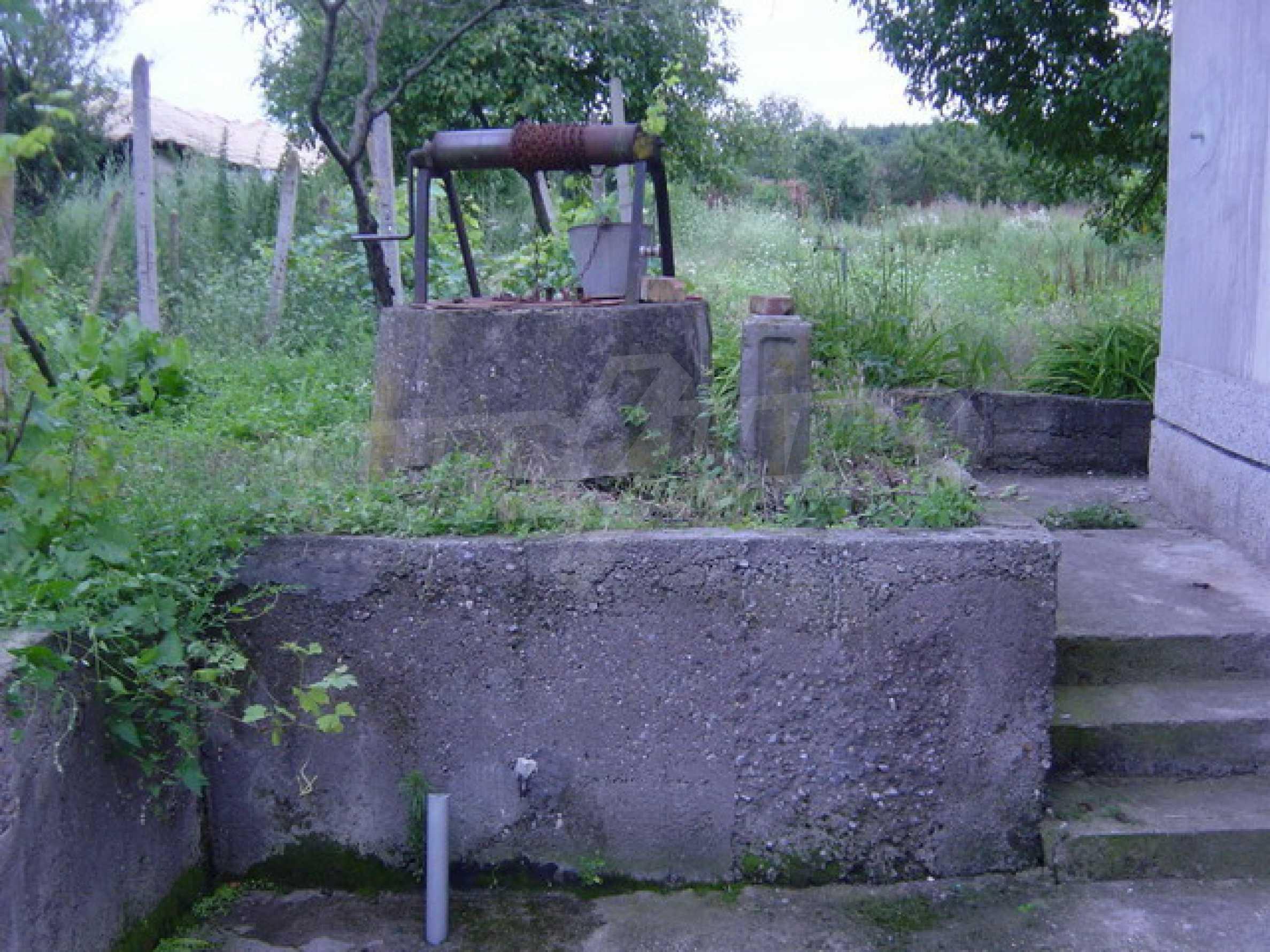 Массивный дом находится в 8 км от города Стражица 13