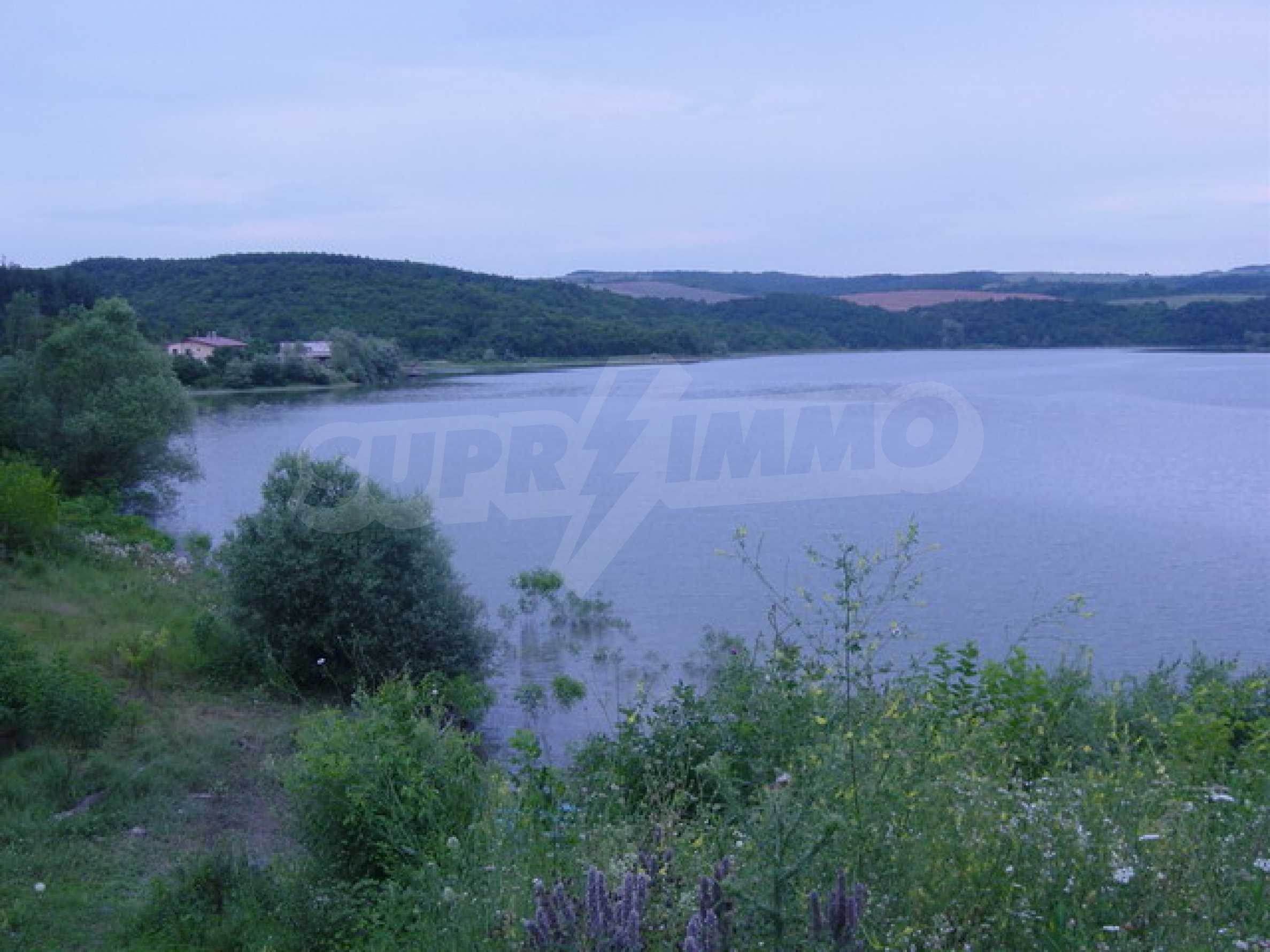 Массивный дом находится в 8 км от города Стражица 14