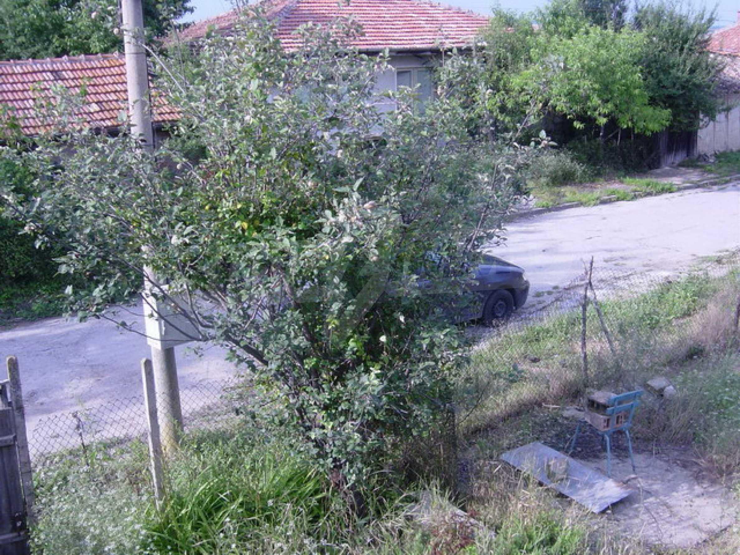 Массивный дом находится в 8 км от города Стражица 4