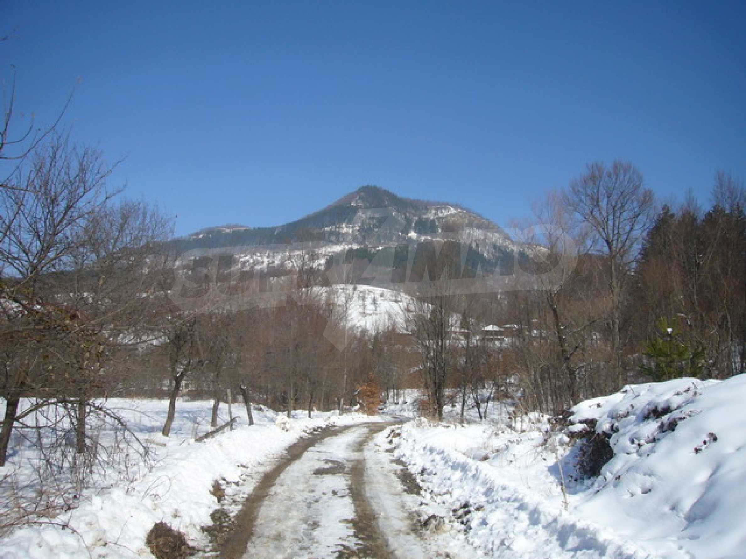Land for sale near Apriltsi town 4