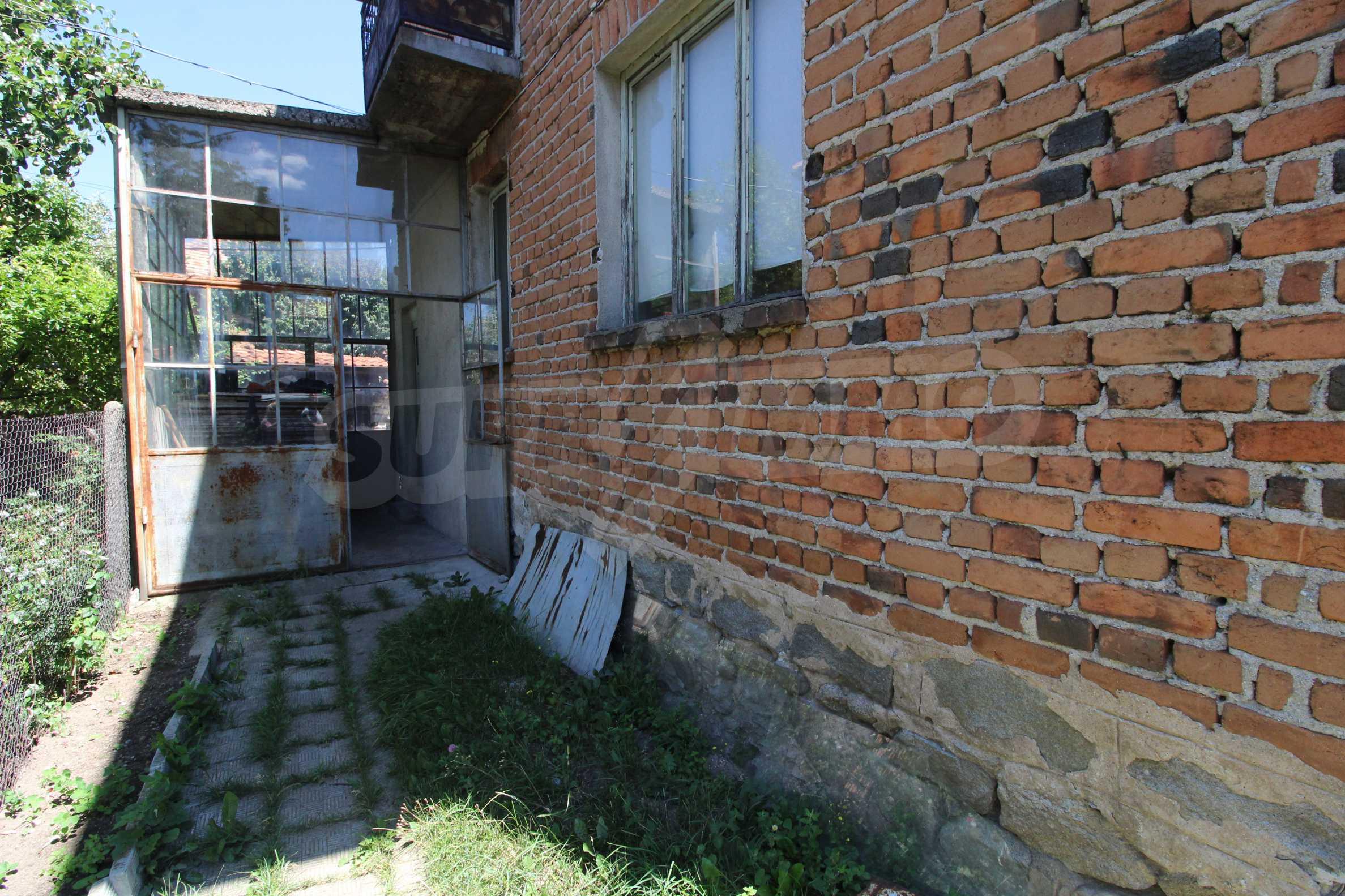 Двухэтажный дом в центре Банско  3