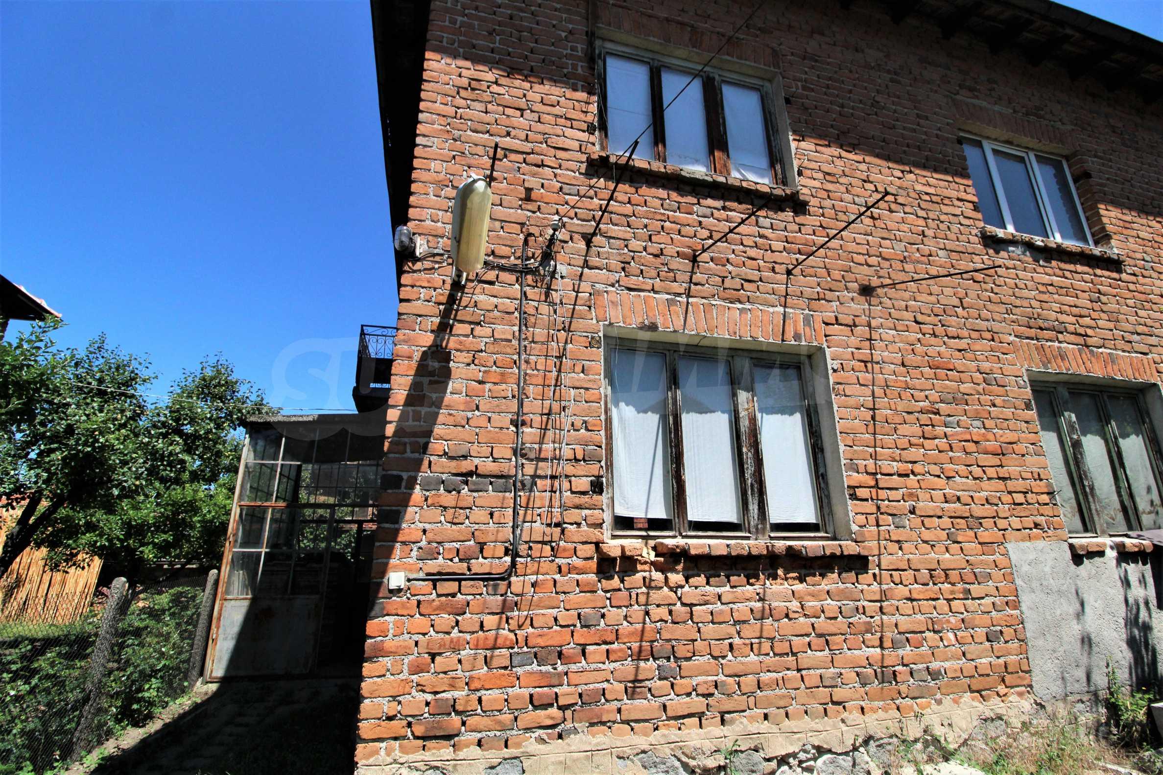 Двухэтажный дом в центре Банско  4