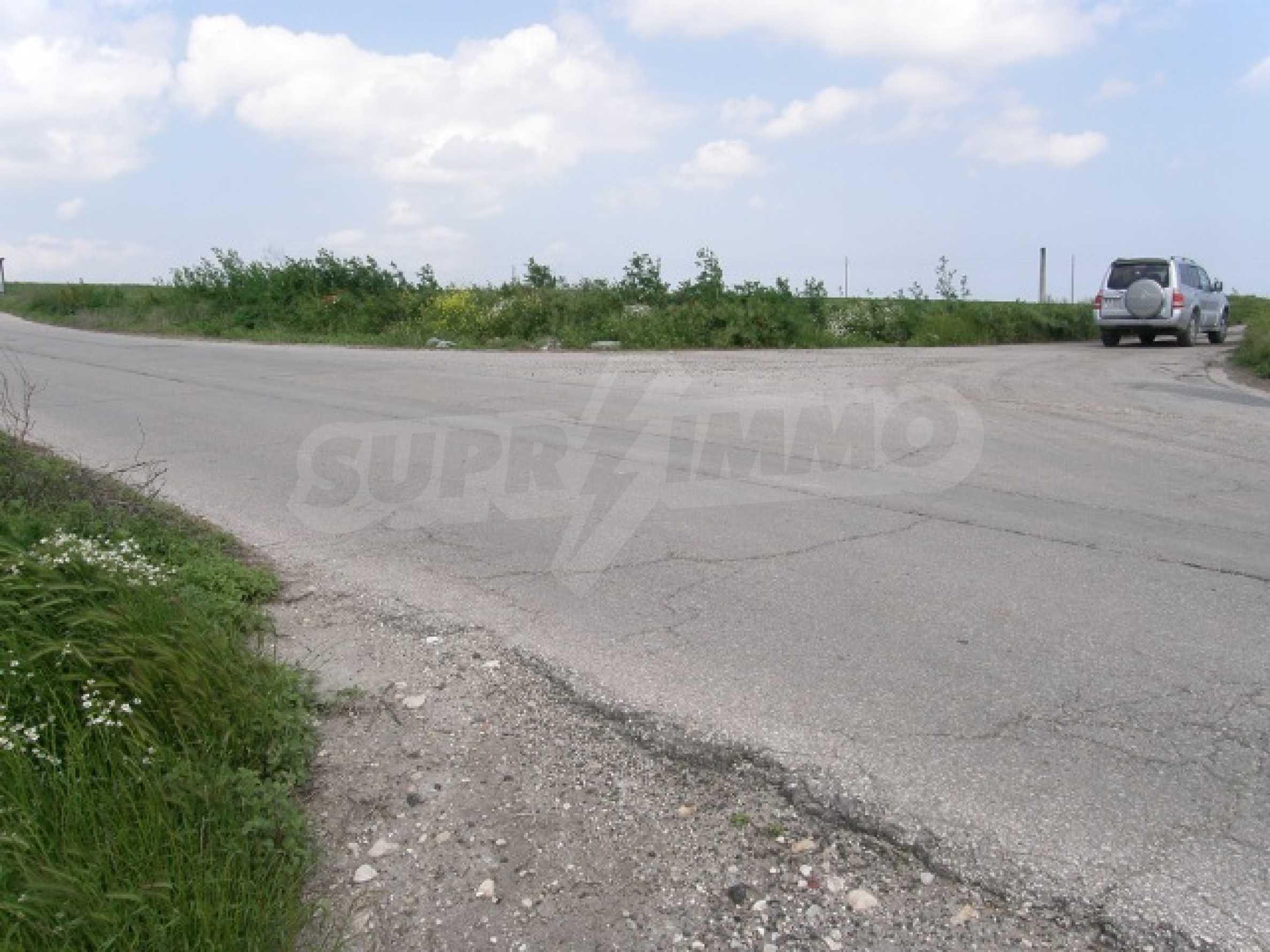 Продается участок земли в селе Тополи, район Варна 2