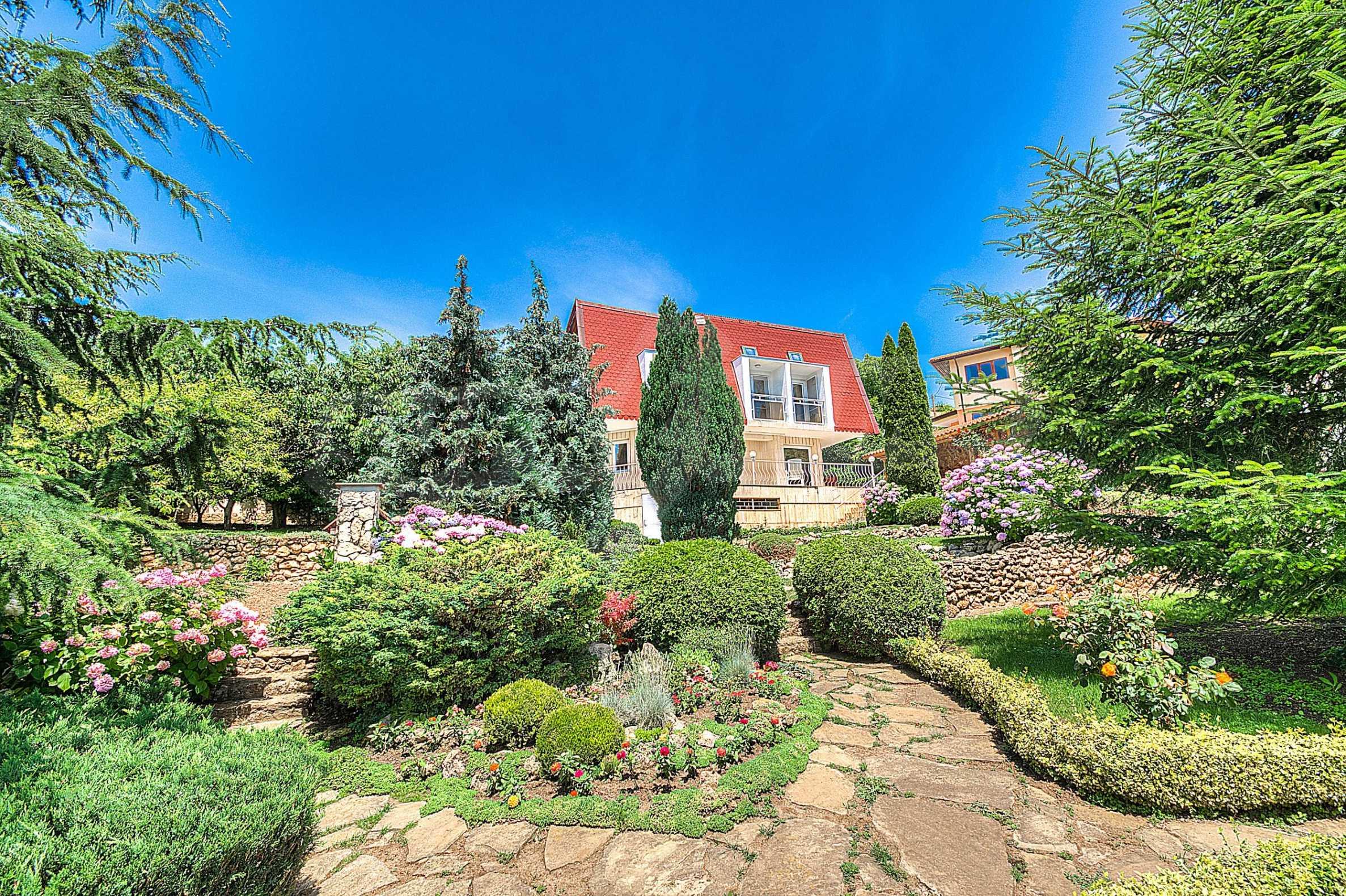Роскошный дом с садом возле курорта Балчик 1