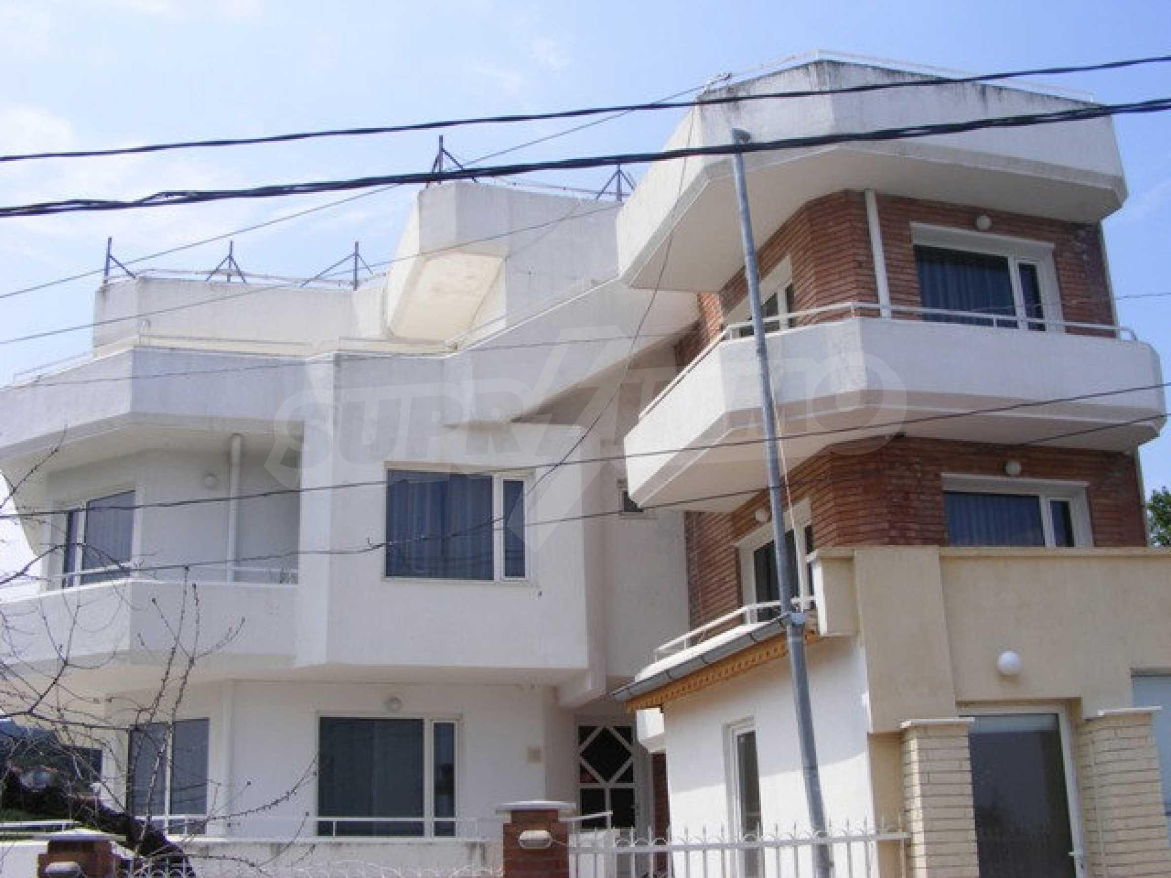 Многоэтажный дом в местности Ален Мак, г. Варна 1