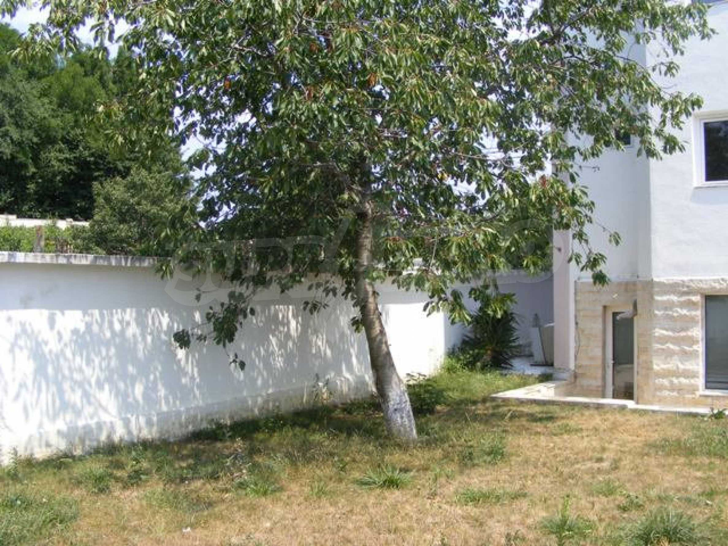 Многоэтажный дом в местности Ален Мак, г. Варна 11