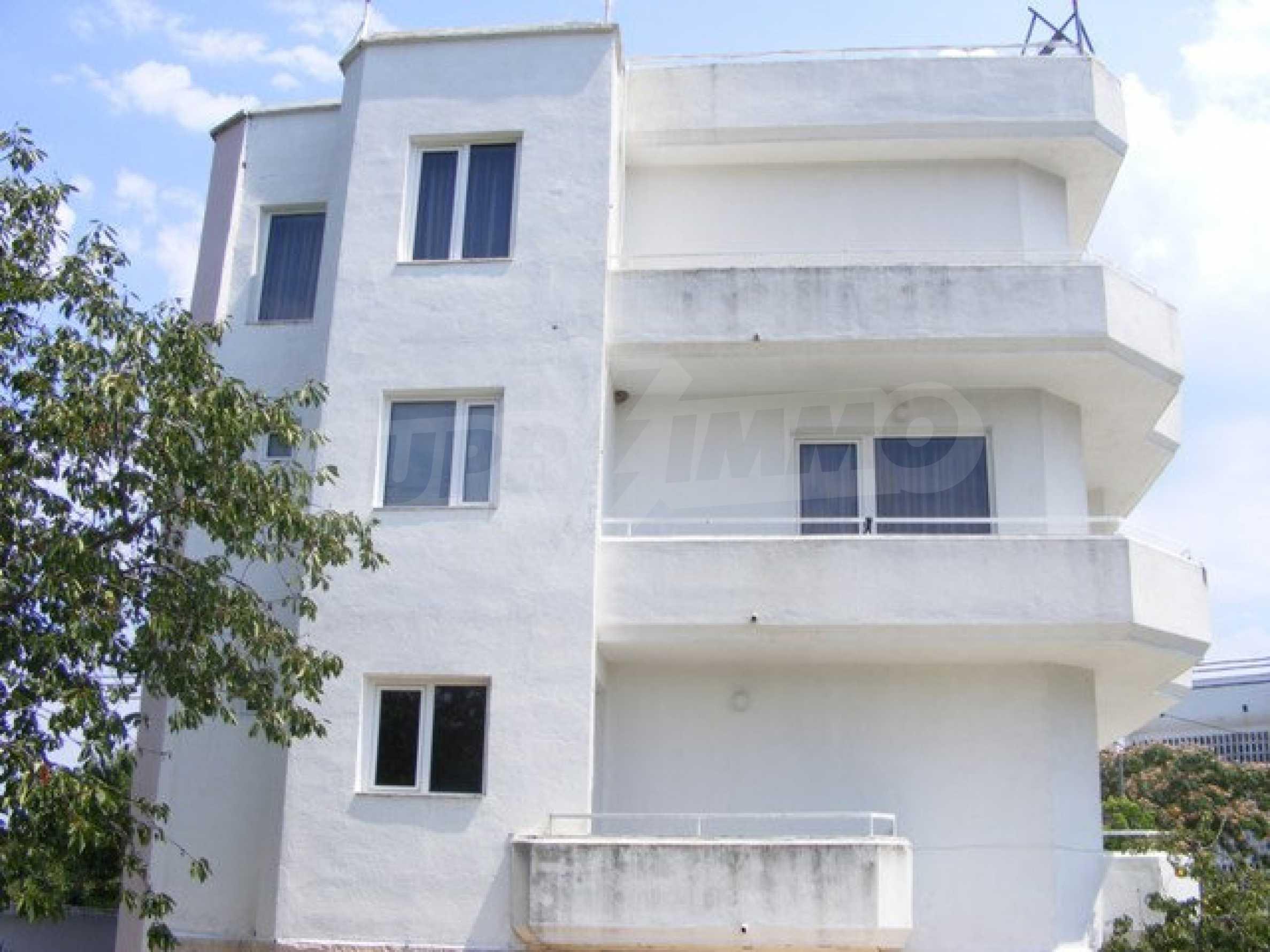 Многоэтажный дом в местности Ален Мак, г. Варна