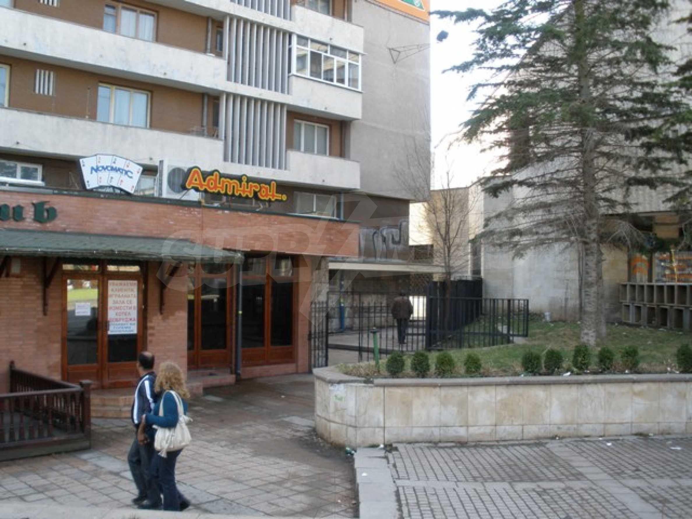 Трехэтажное торговое помещение в центре города Добрич