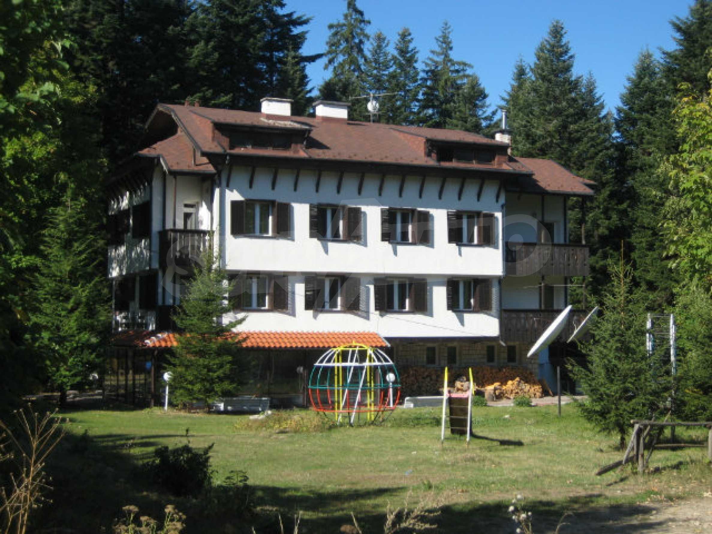 Апартаменти в алпийски стил само на 400 м от лифта в Боровец 1