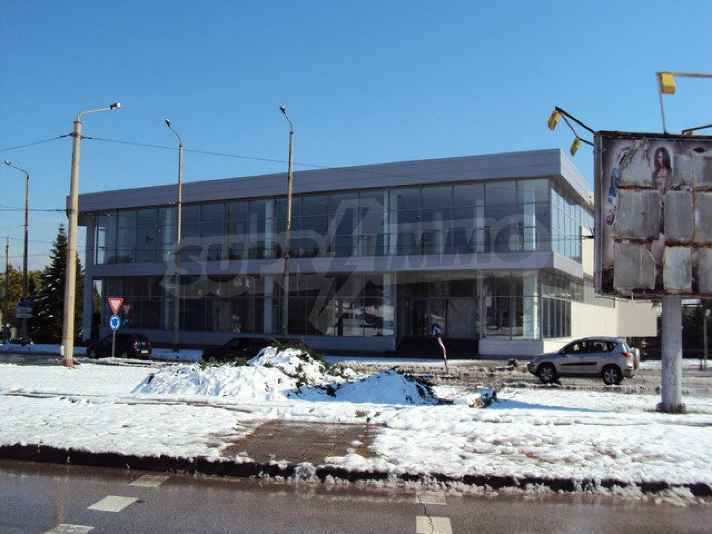 Complex with shops, offices and warehouses  14