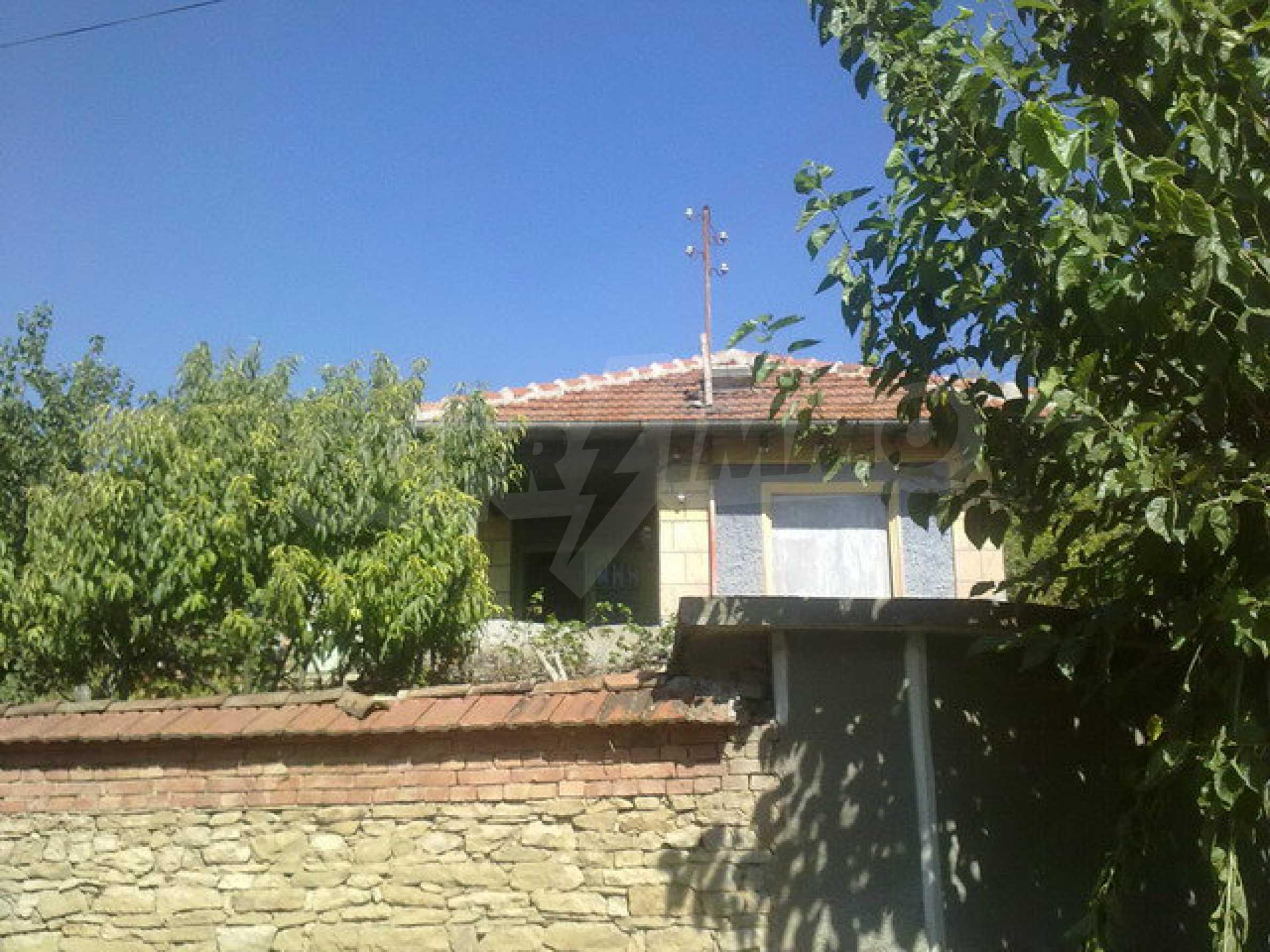 Хубава къща в голямо село 10