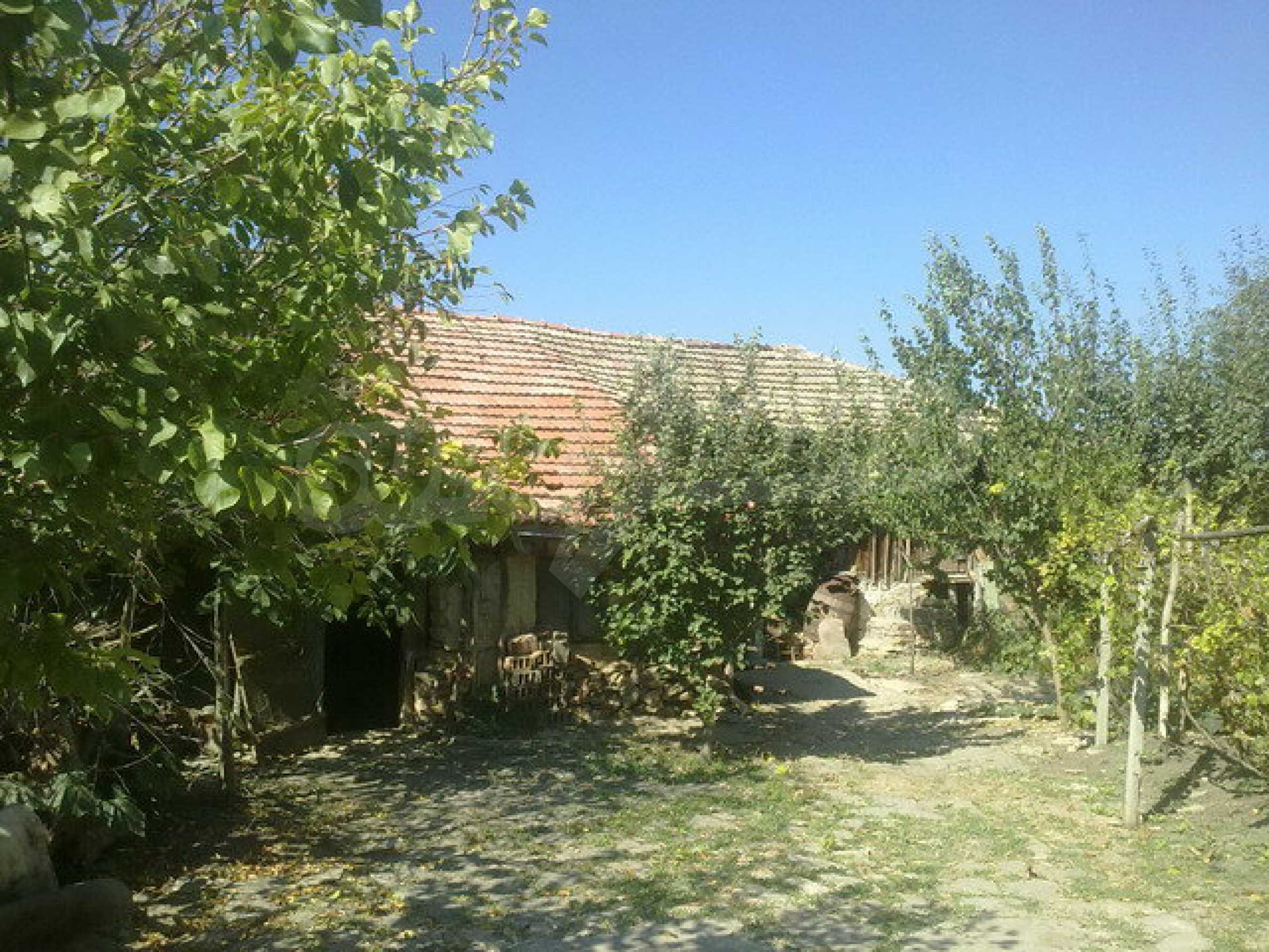 Хубава къща в голямо село 1