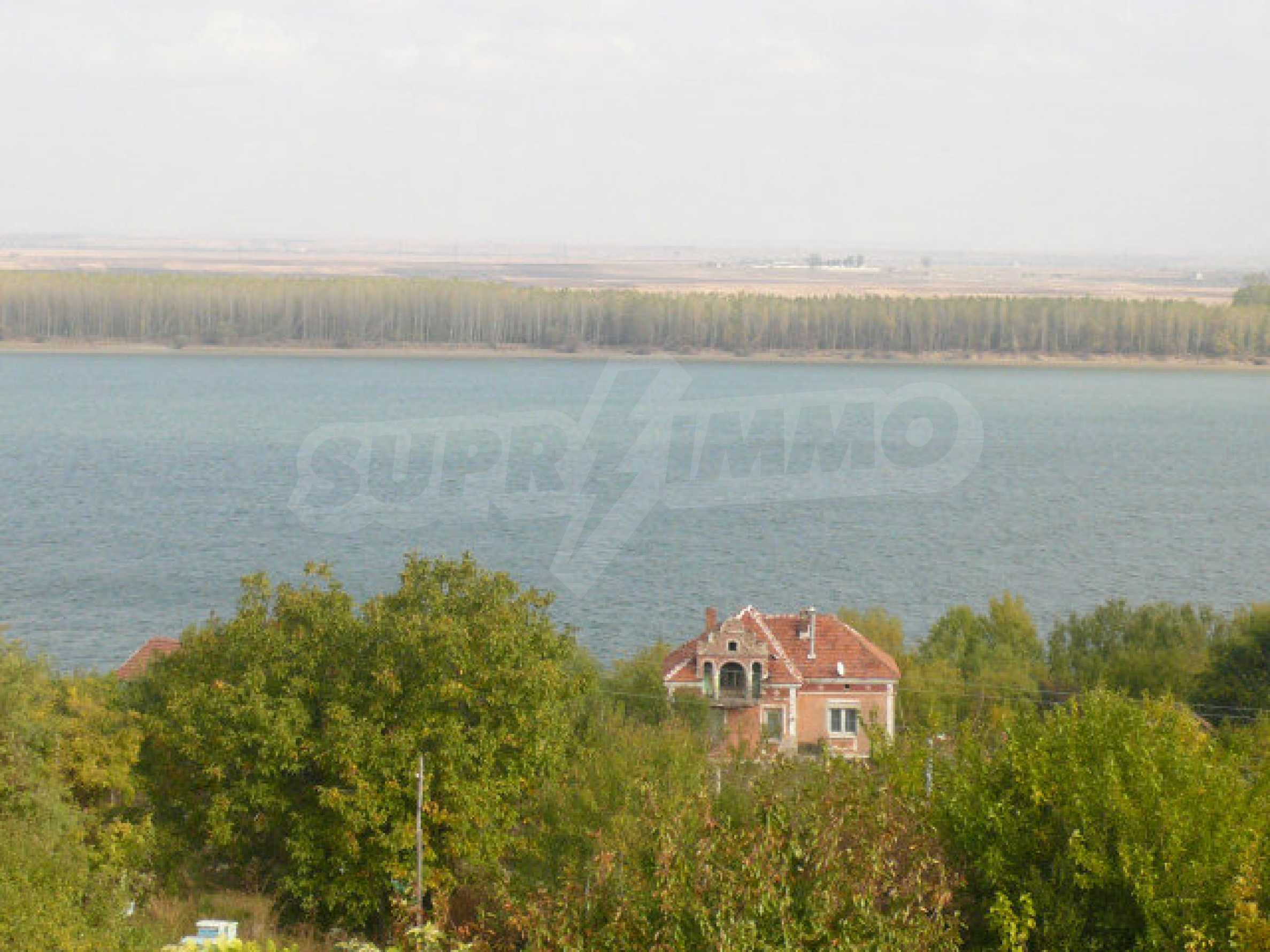 Триетажна вила на брега на Дунава 26