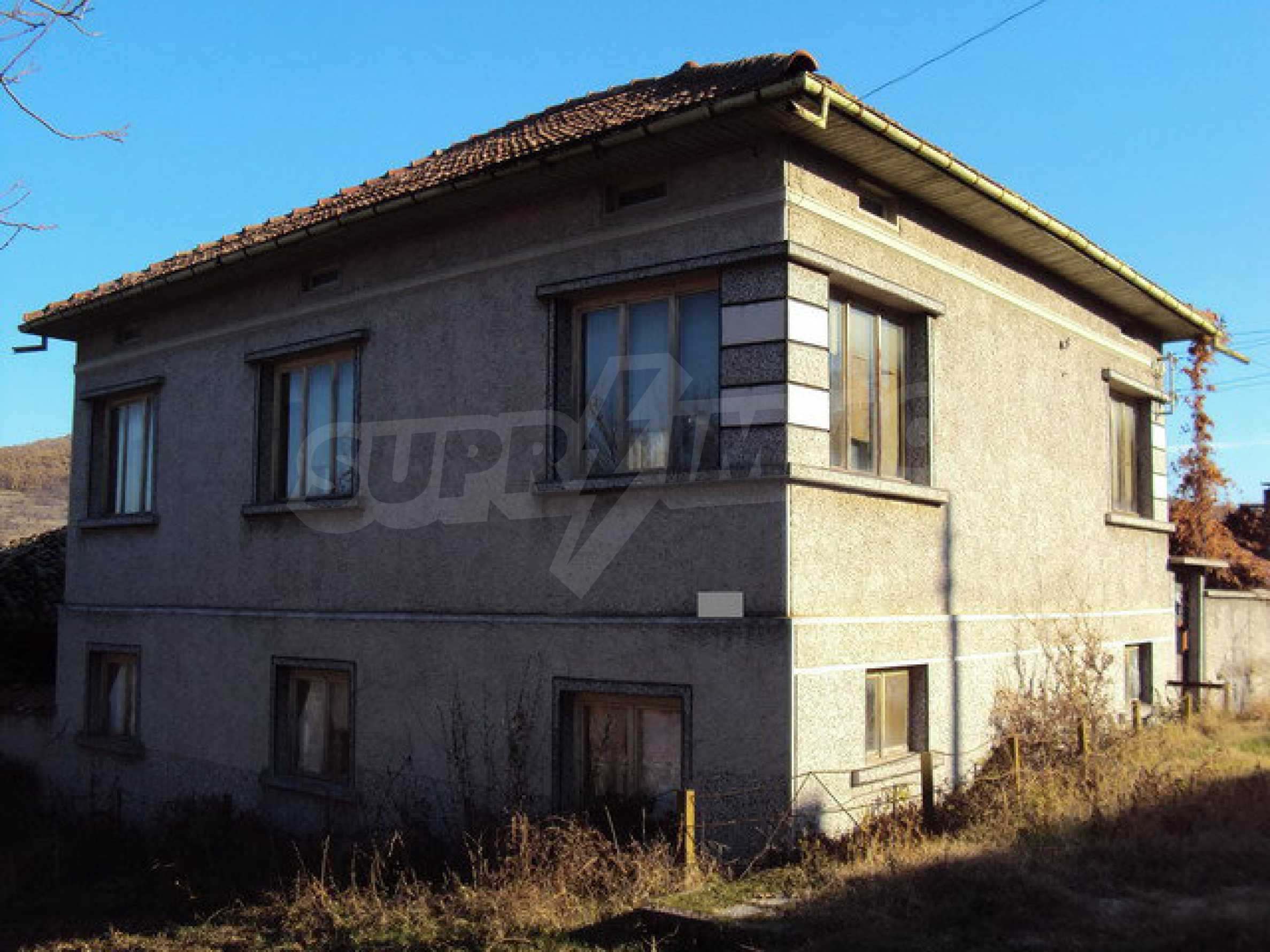 Spacious house in excellent condition in a village 25 km. the old capital of Veliko Tarnovo