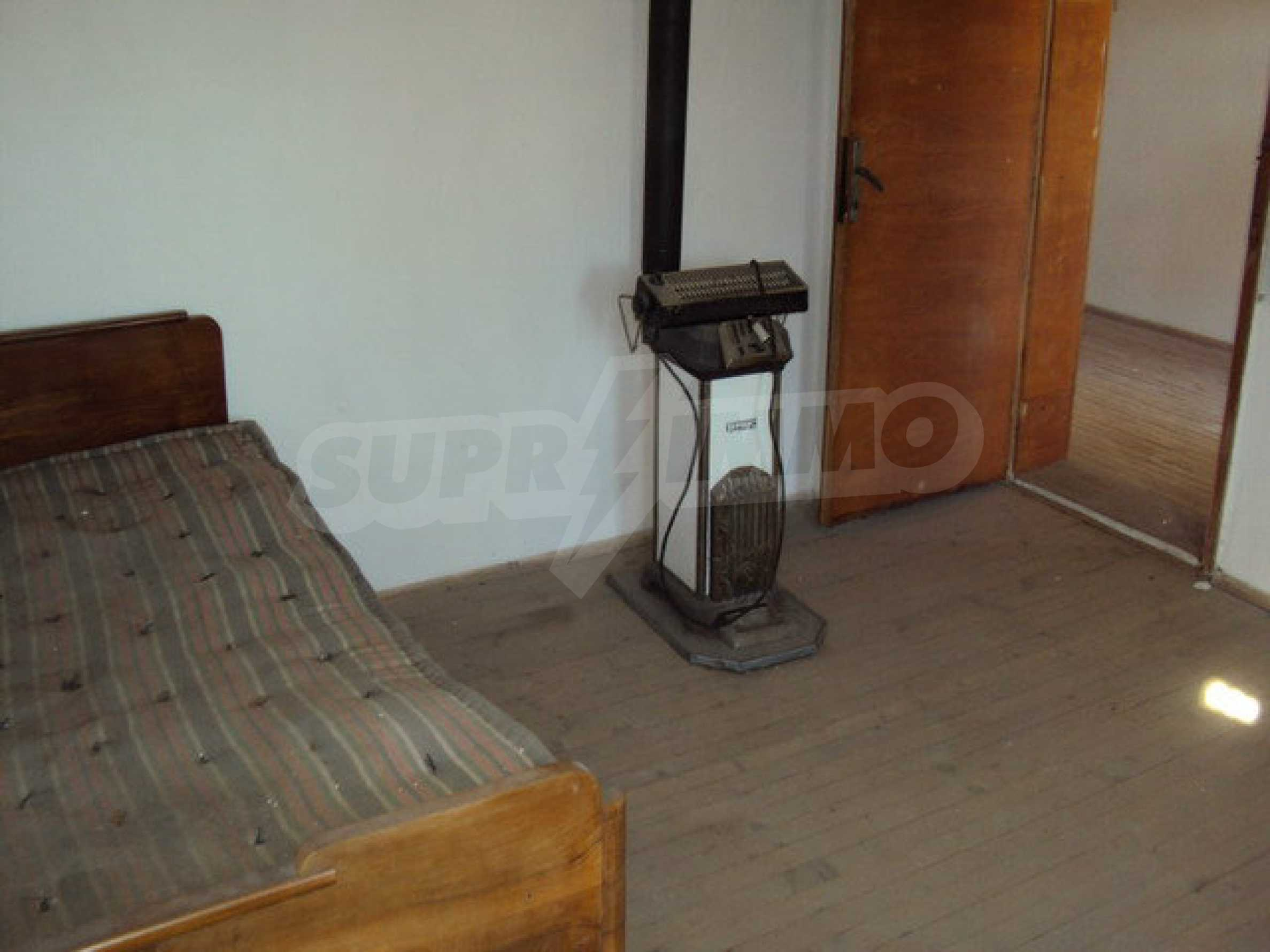 Spacious house in excellent condition in a village 25 km. the old capital of Veliko Tarnovo 12