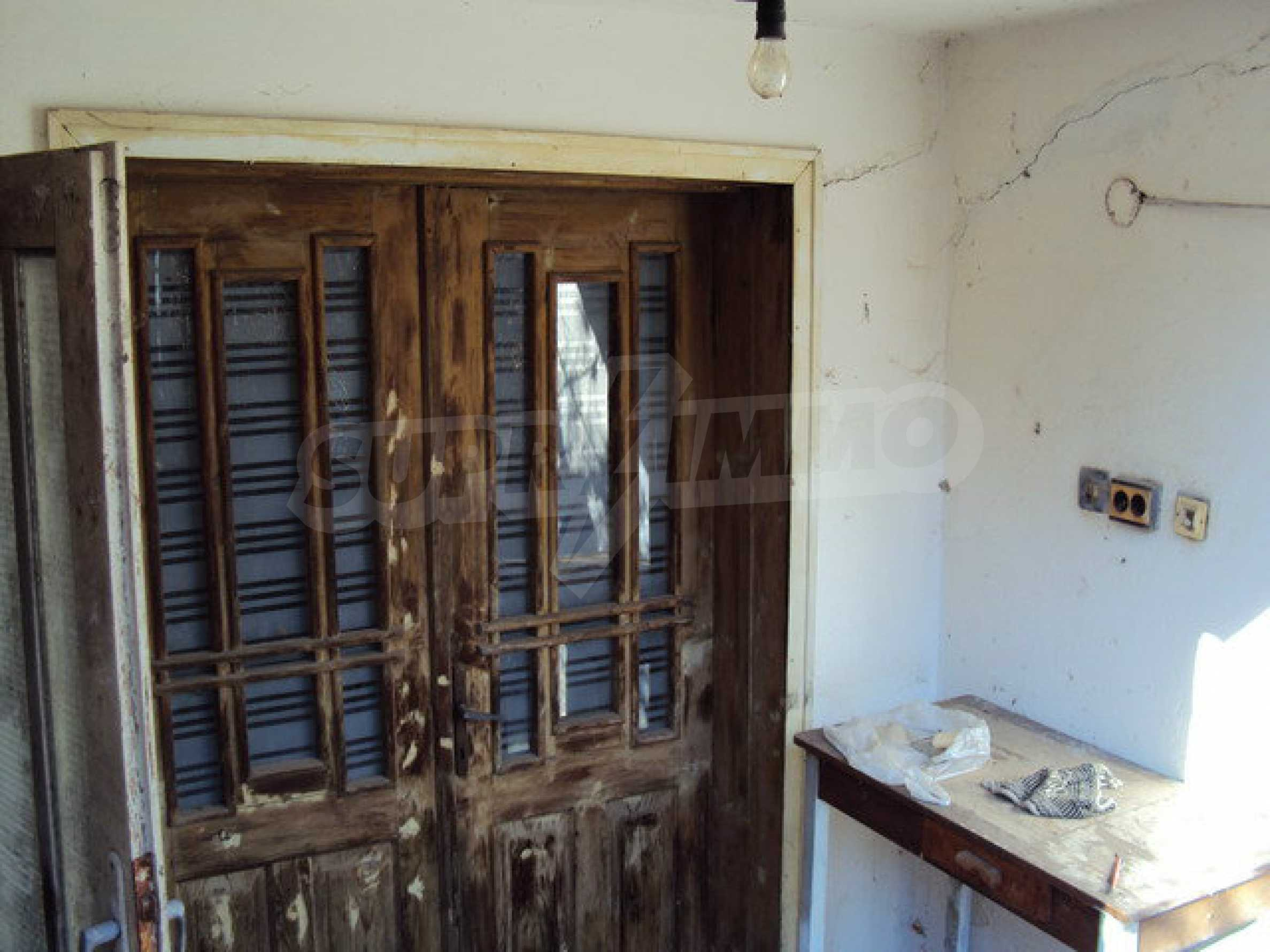 Spacious house in excellent condition in a village 25 km. the old capital of Veliko Tarnovo 22