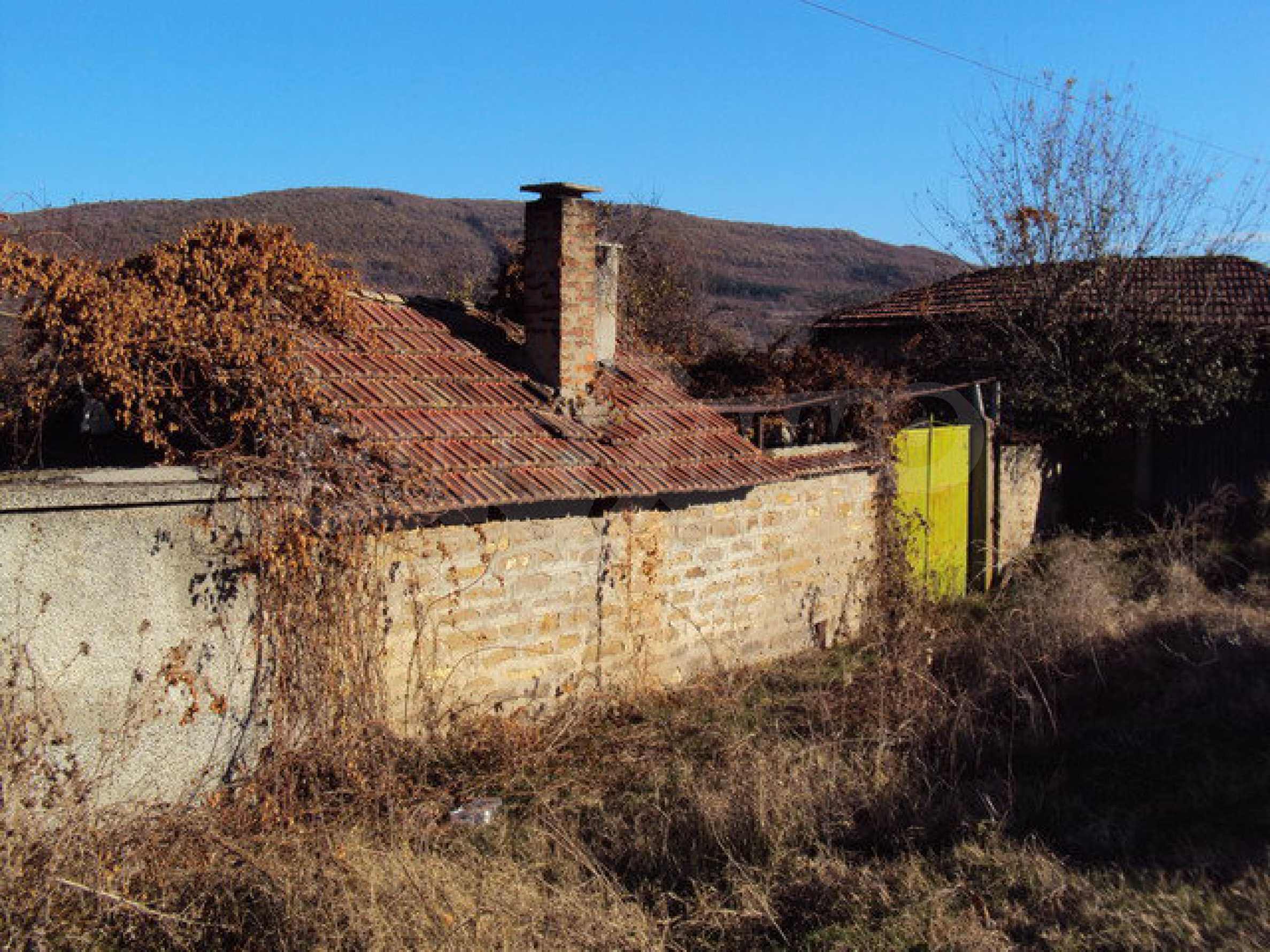 Spacious house in excellent condition in a village 25 km. the old capital of Veliko Tarnovo 26