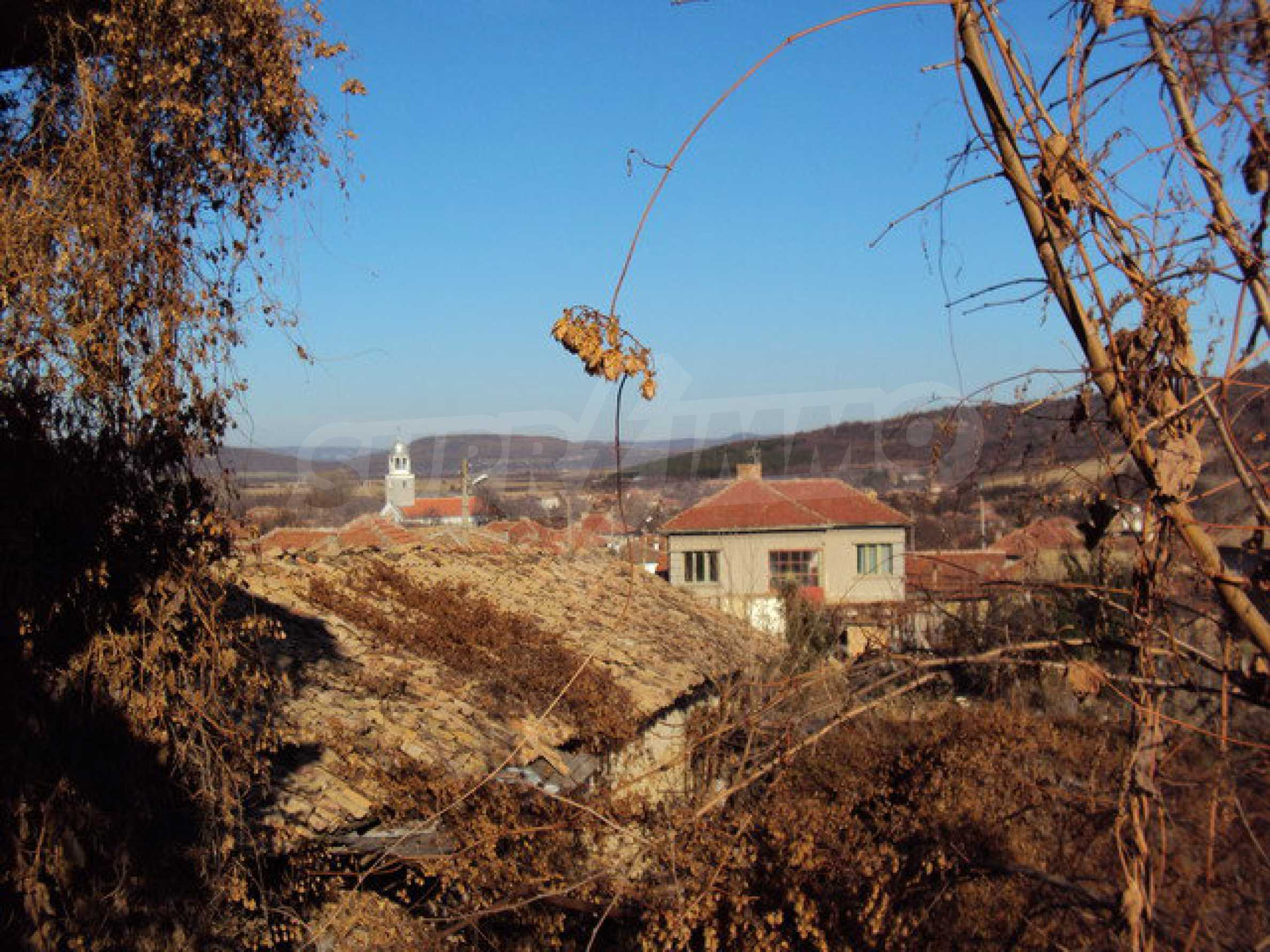 Spacious house in excellent condition in a village 25 km. the old capital of Veliko Tarnovo 28
