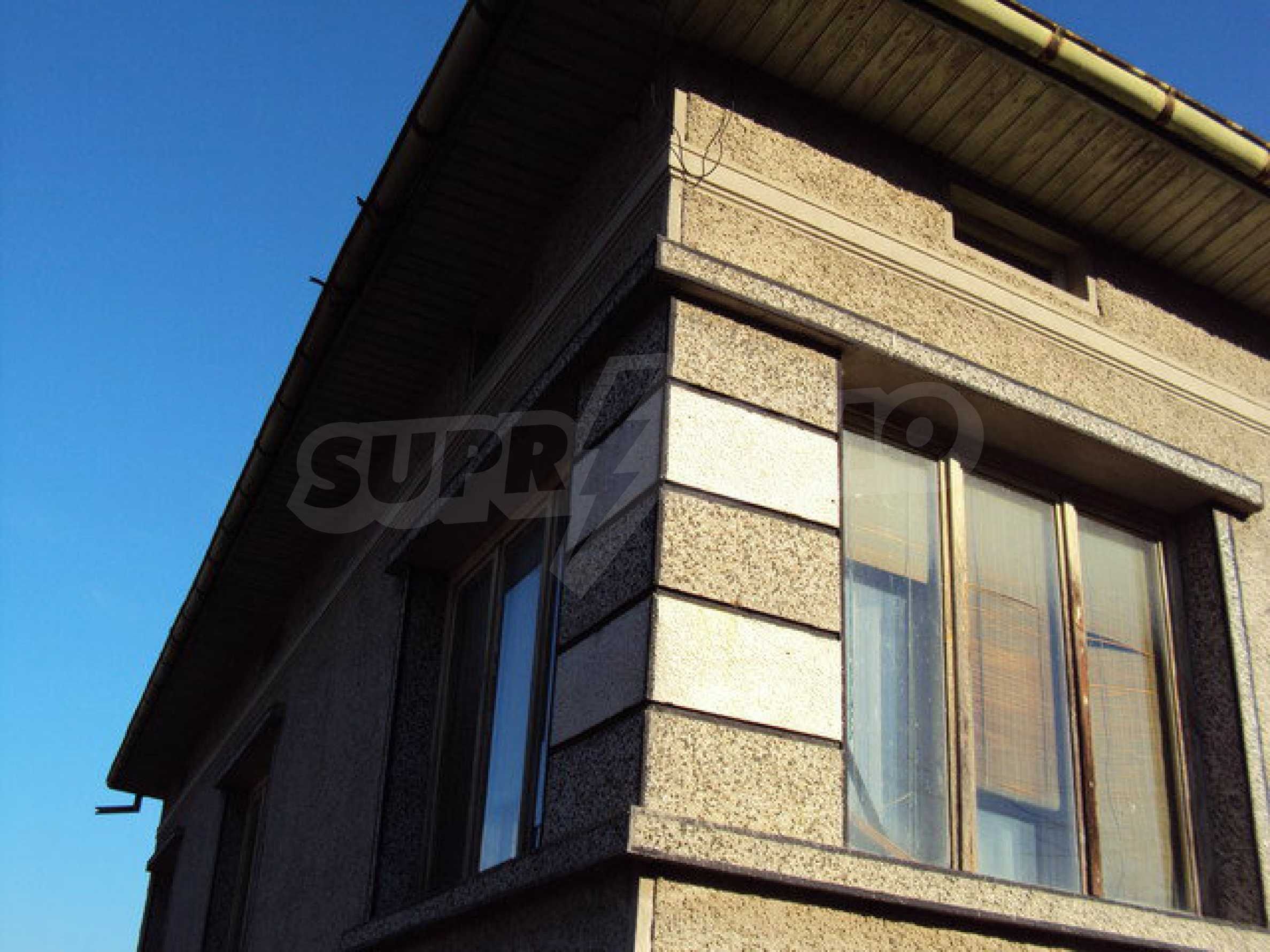 Spacious house in excellent condition in a village 25 km. the old capital of Veliko Tarnovo 33