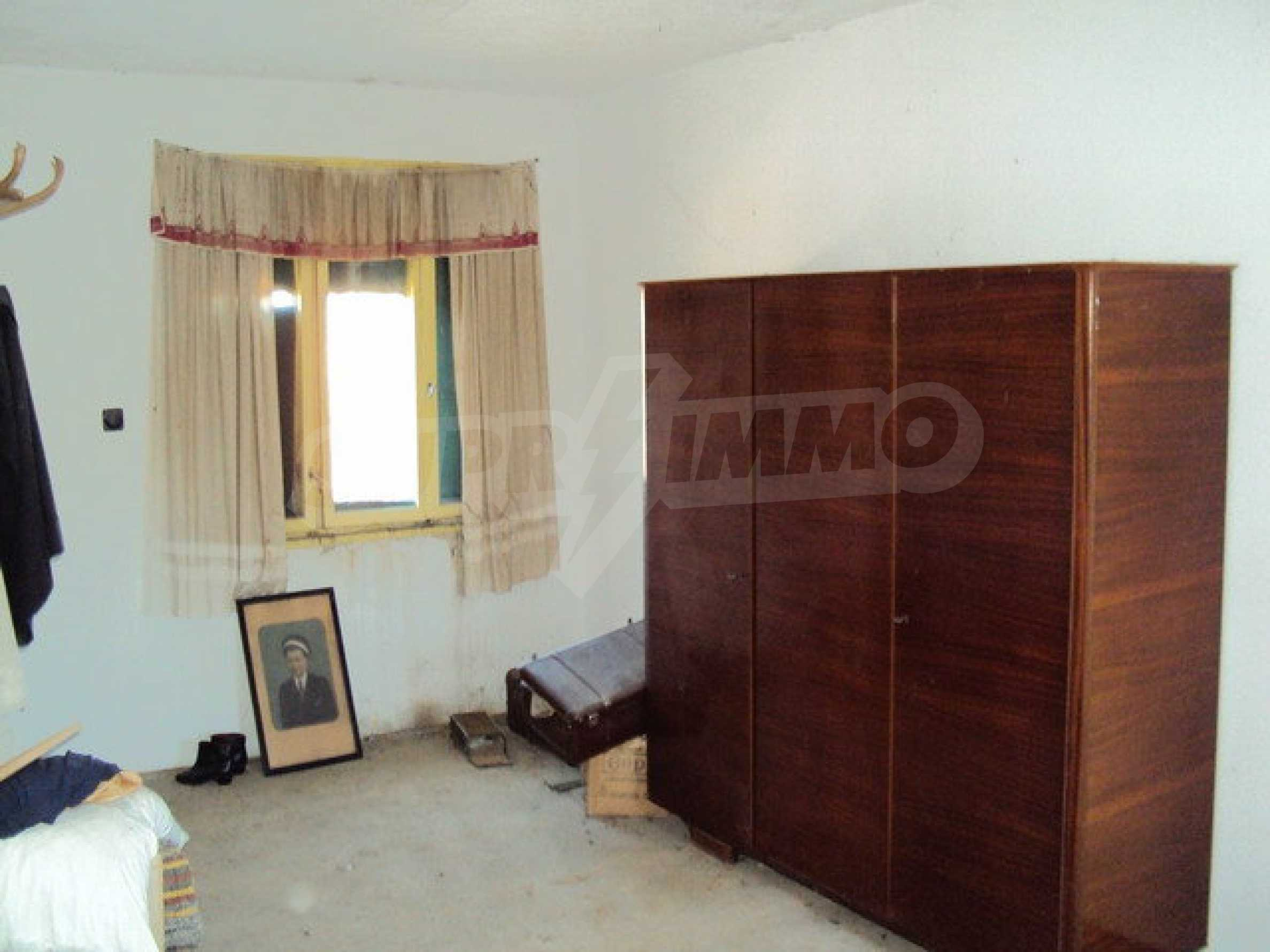 Spacious house in excellent condition in a village 25 km. the old capital of Veliko Tarnovo 36