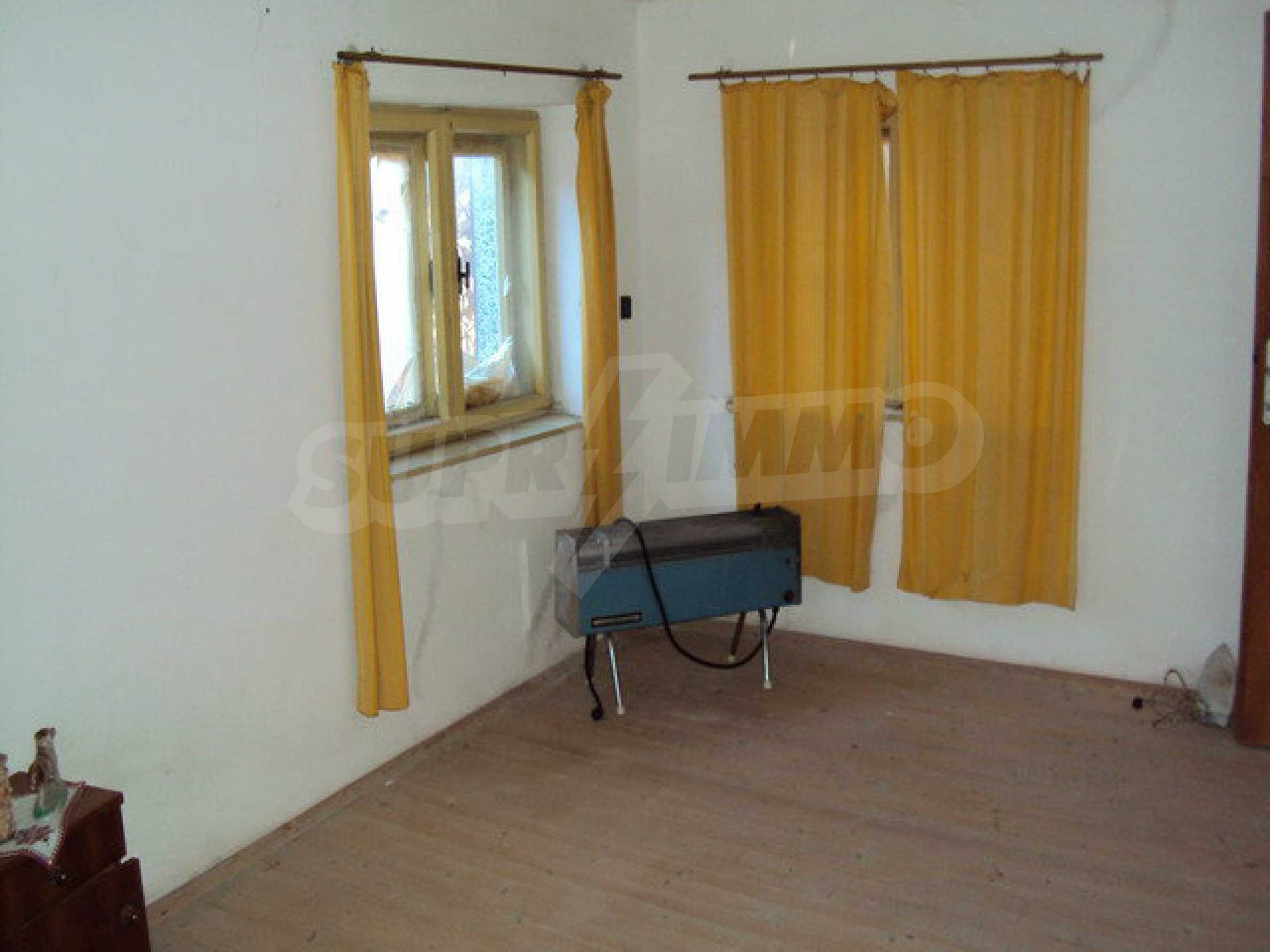 Spacious house in excellent condition in a village 25 km. the old capital of Veliko Tarnovo 39