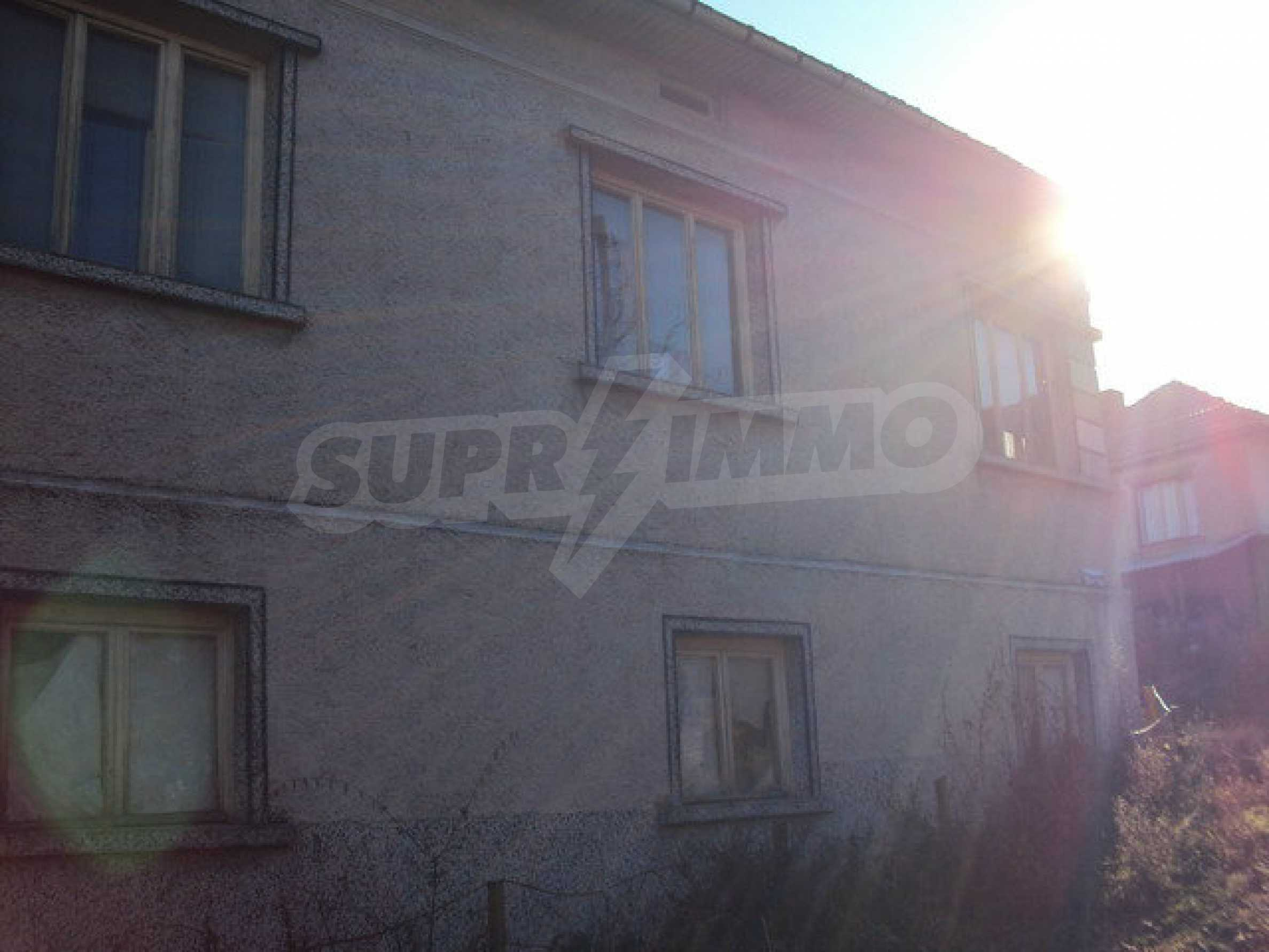 Spacious house in excellent condition in a village 25 km. the old capital of Veliko Tarnovo 43