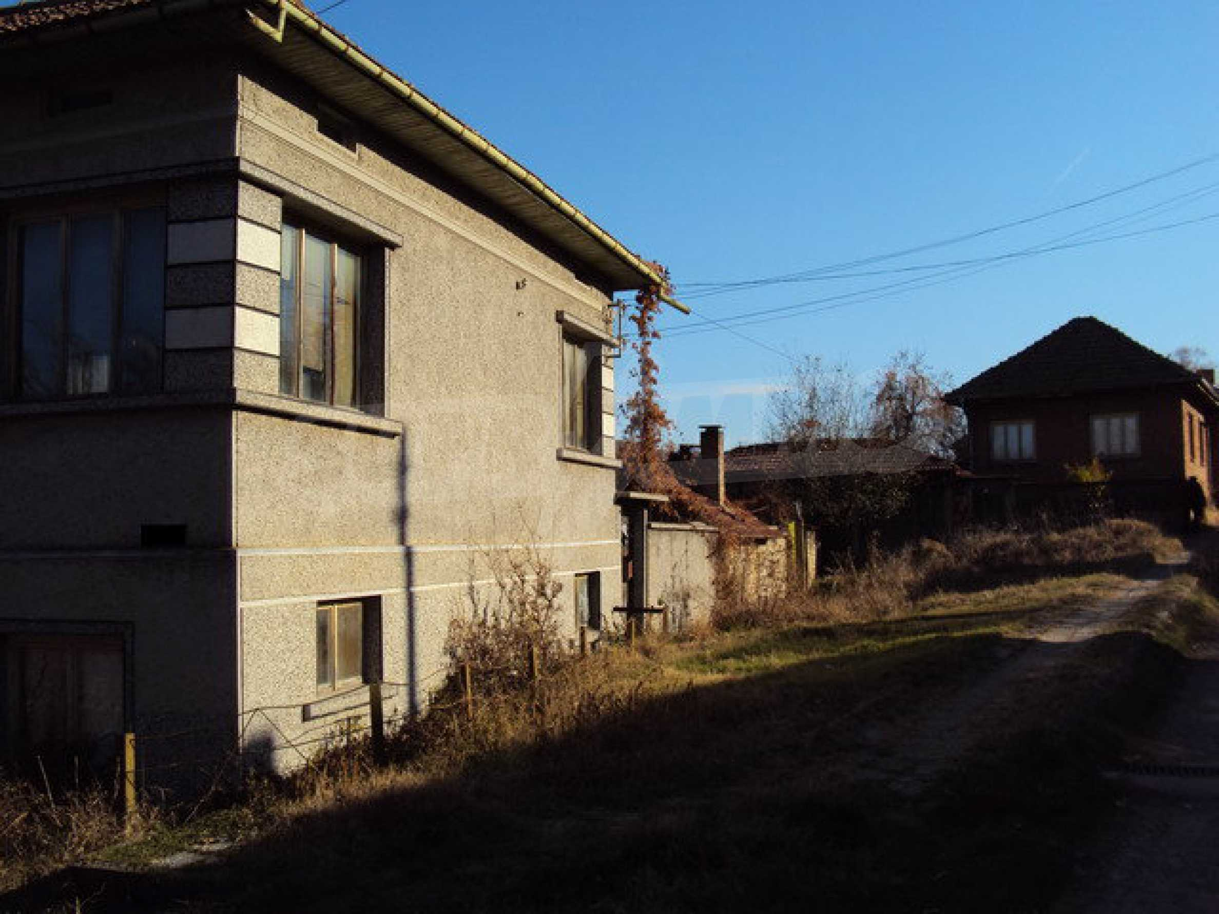 Spacious house in excellent condition in a village 25 km. the old capital of Veliko Tarnovo 4