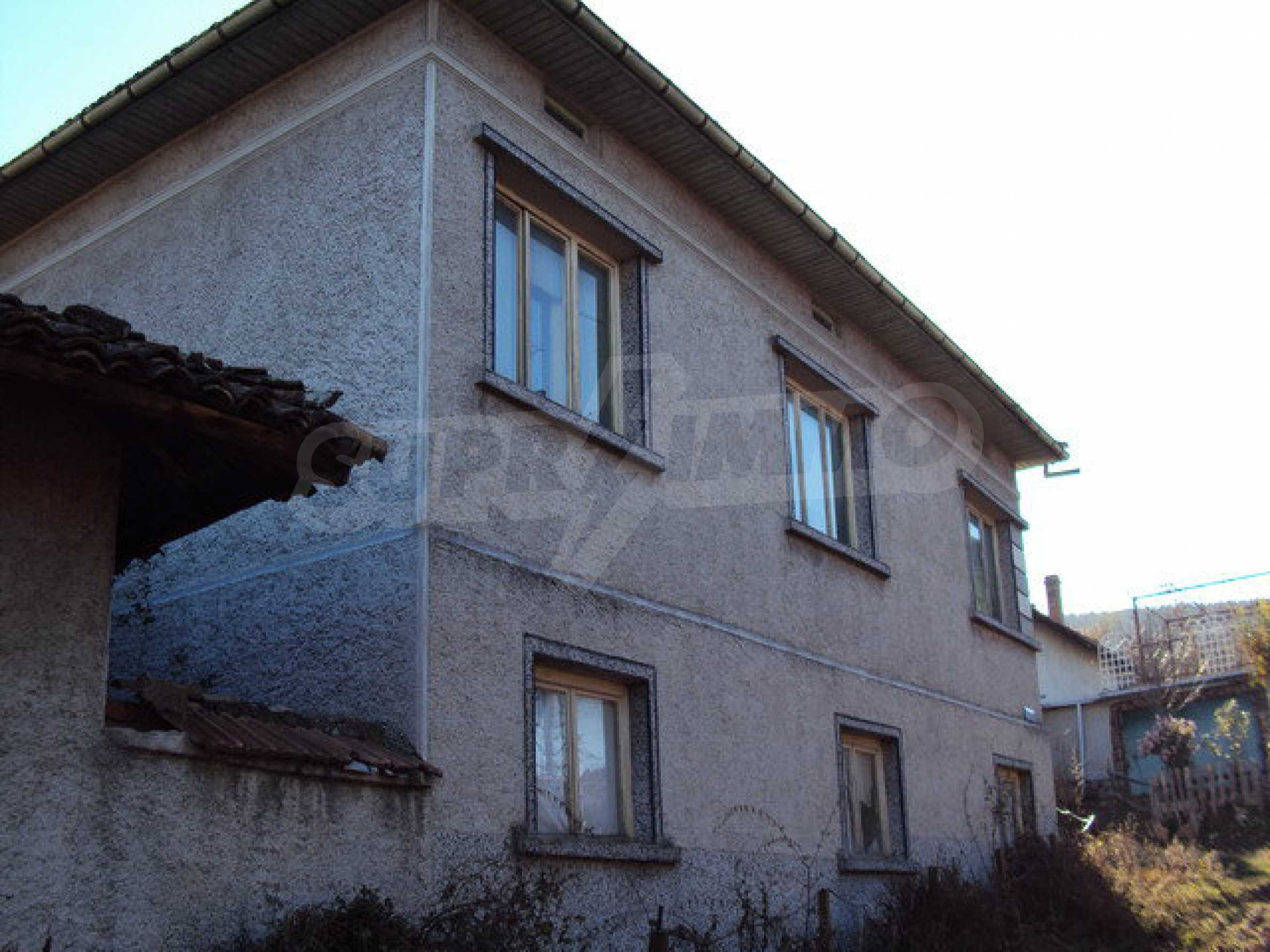 Spacious house in excellent condition in a village 25 km. the old capital of Veliko Tarnovo 7