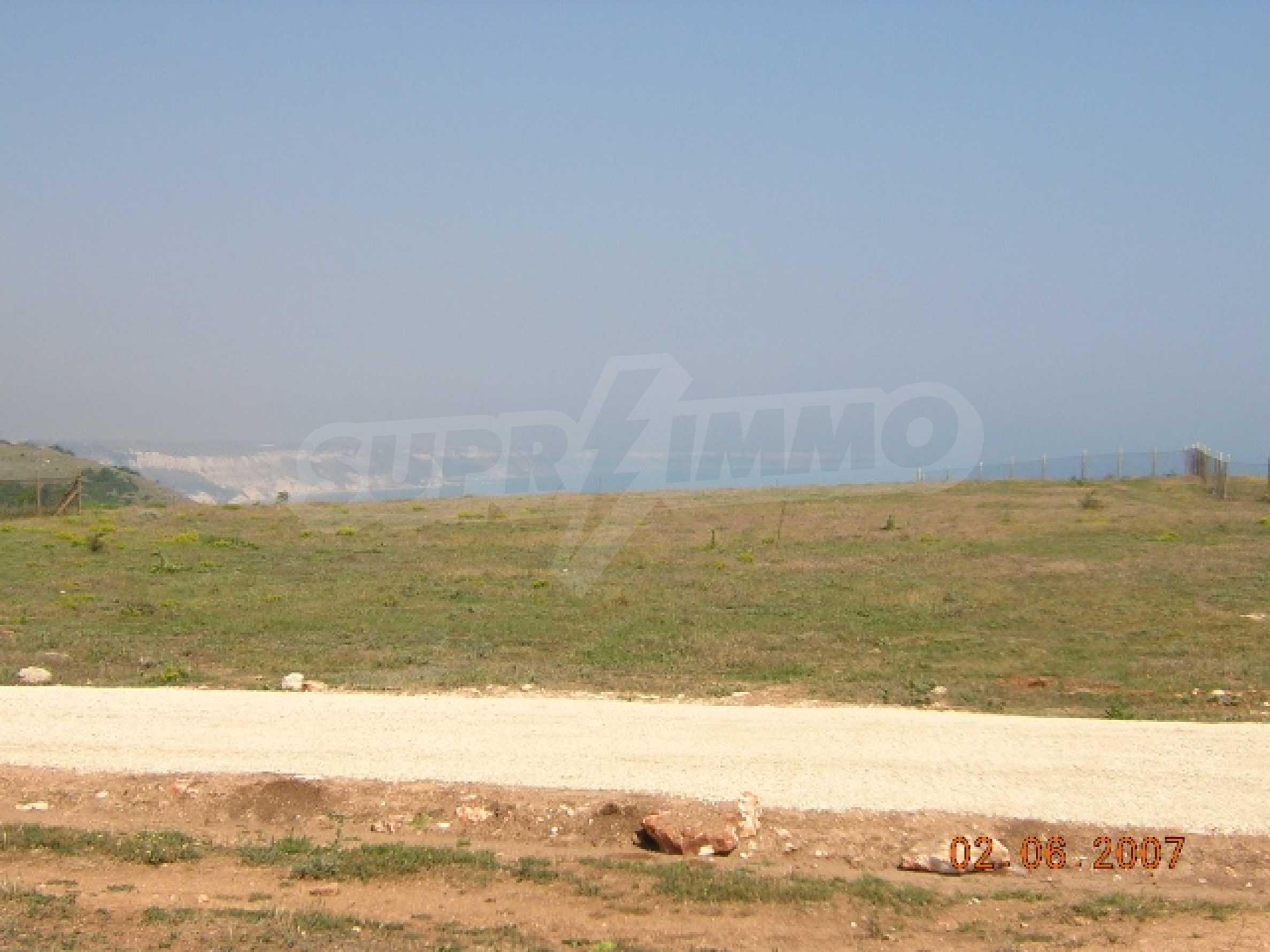 Участок на первой пляжной линии в селе Топола 5