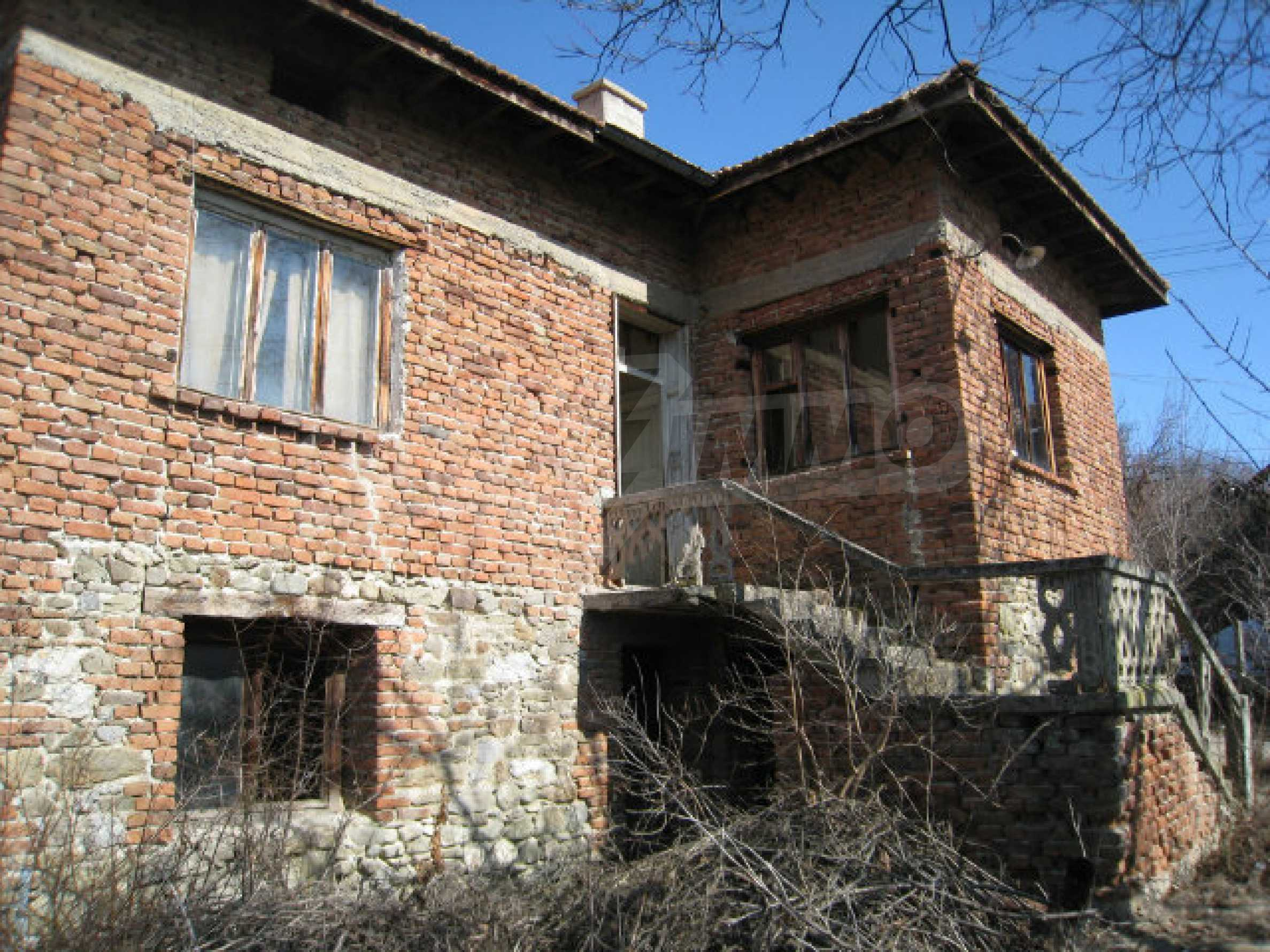 Old house with yard 70 km from Sofia 37