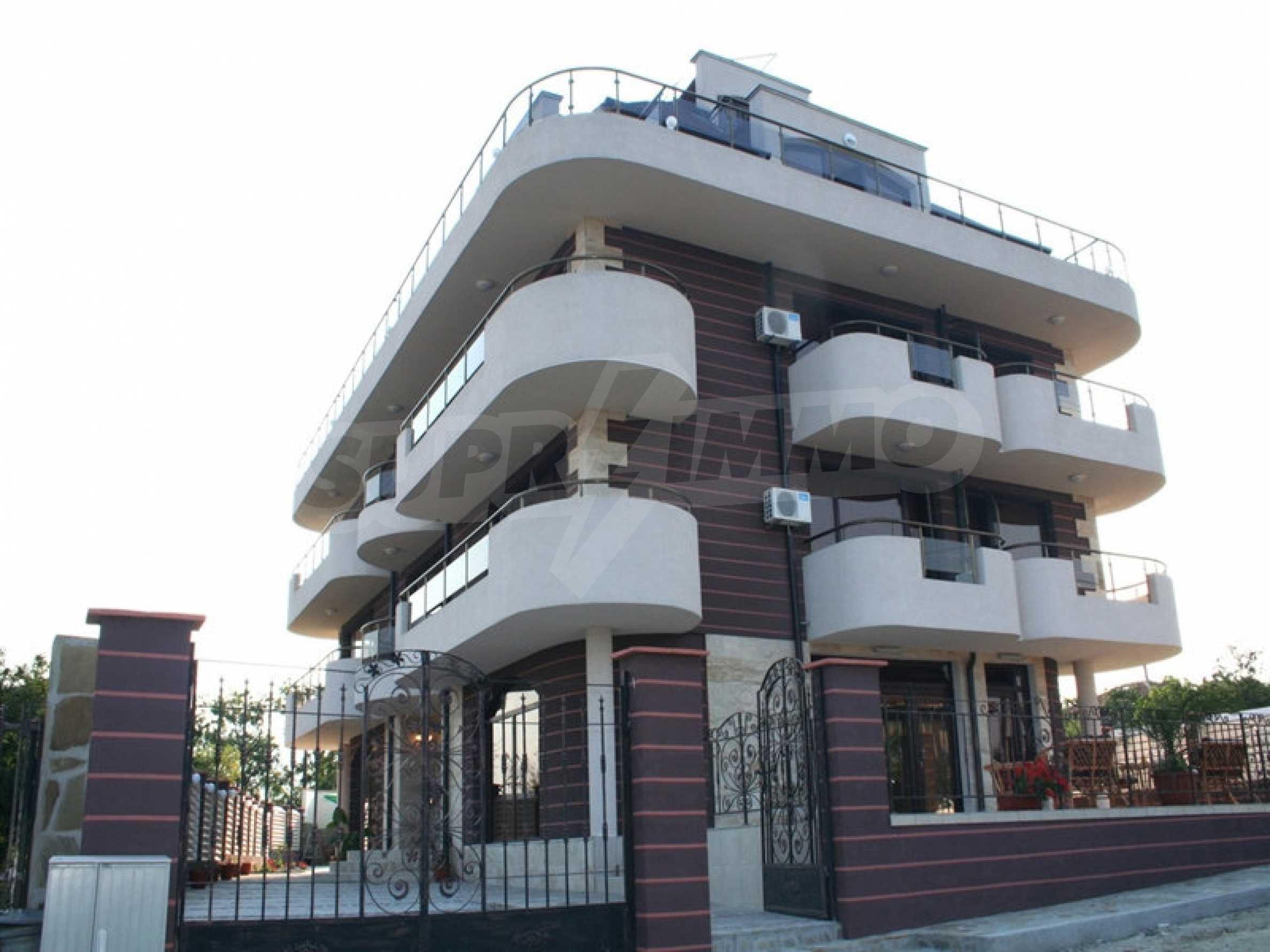 Отель на продажу в Резово 3