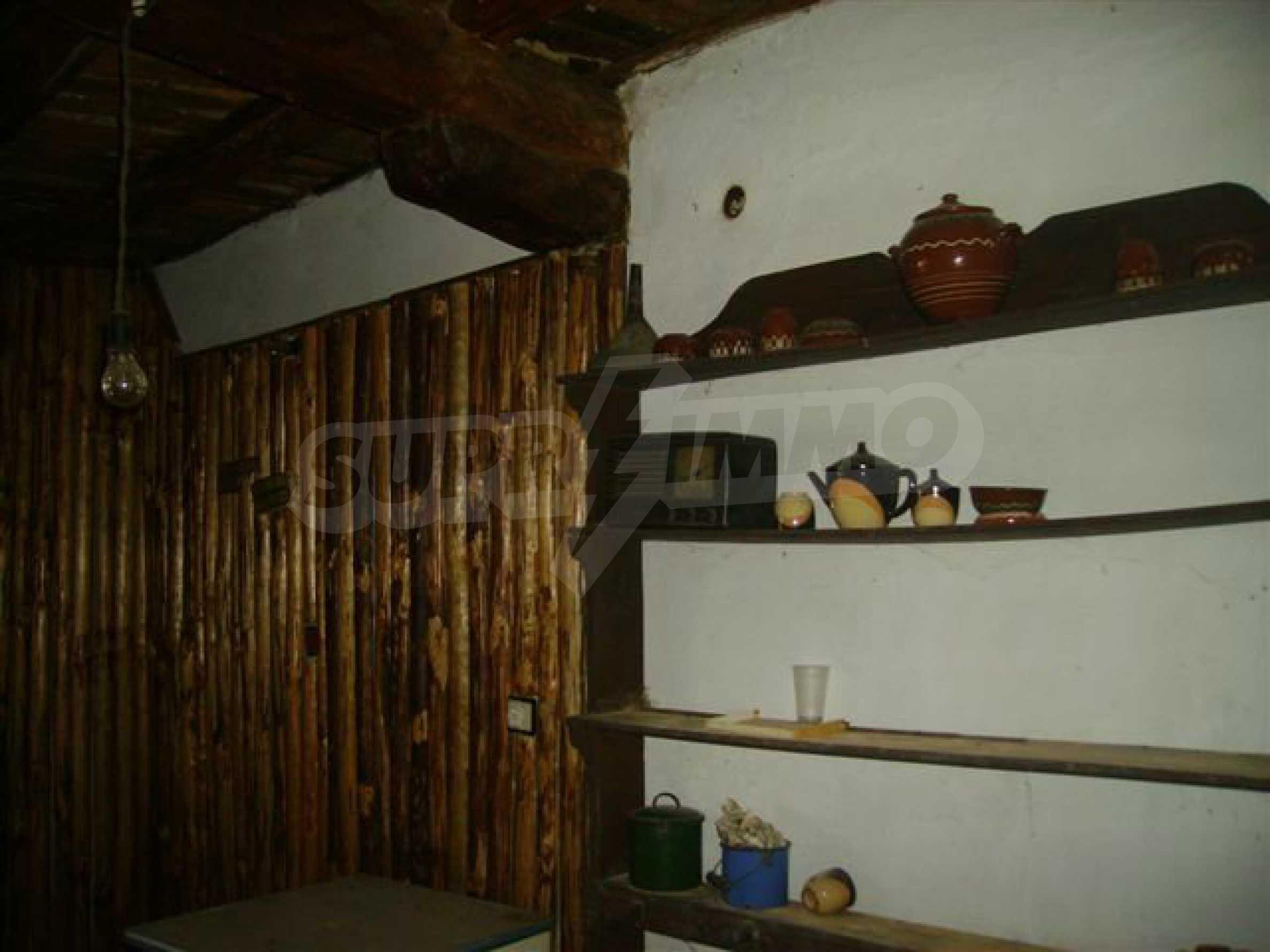 Двухэтажный дом в деревне недалеко от города Ловеч 12