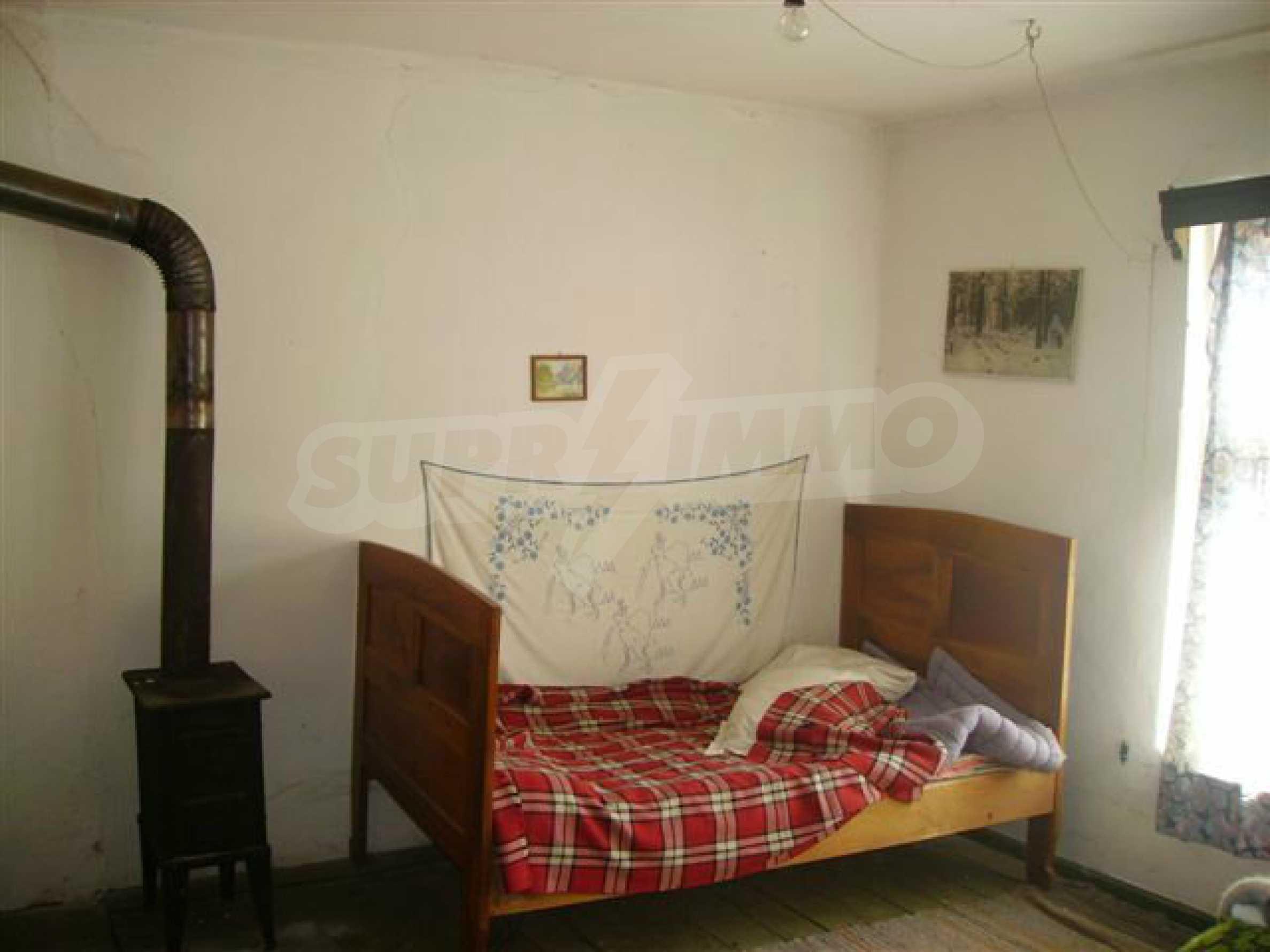 Двухэтажный дом в деревне недалеко от города Ловеч 14