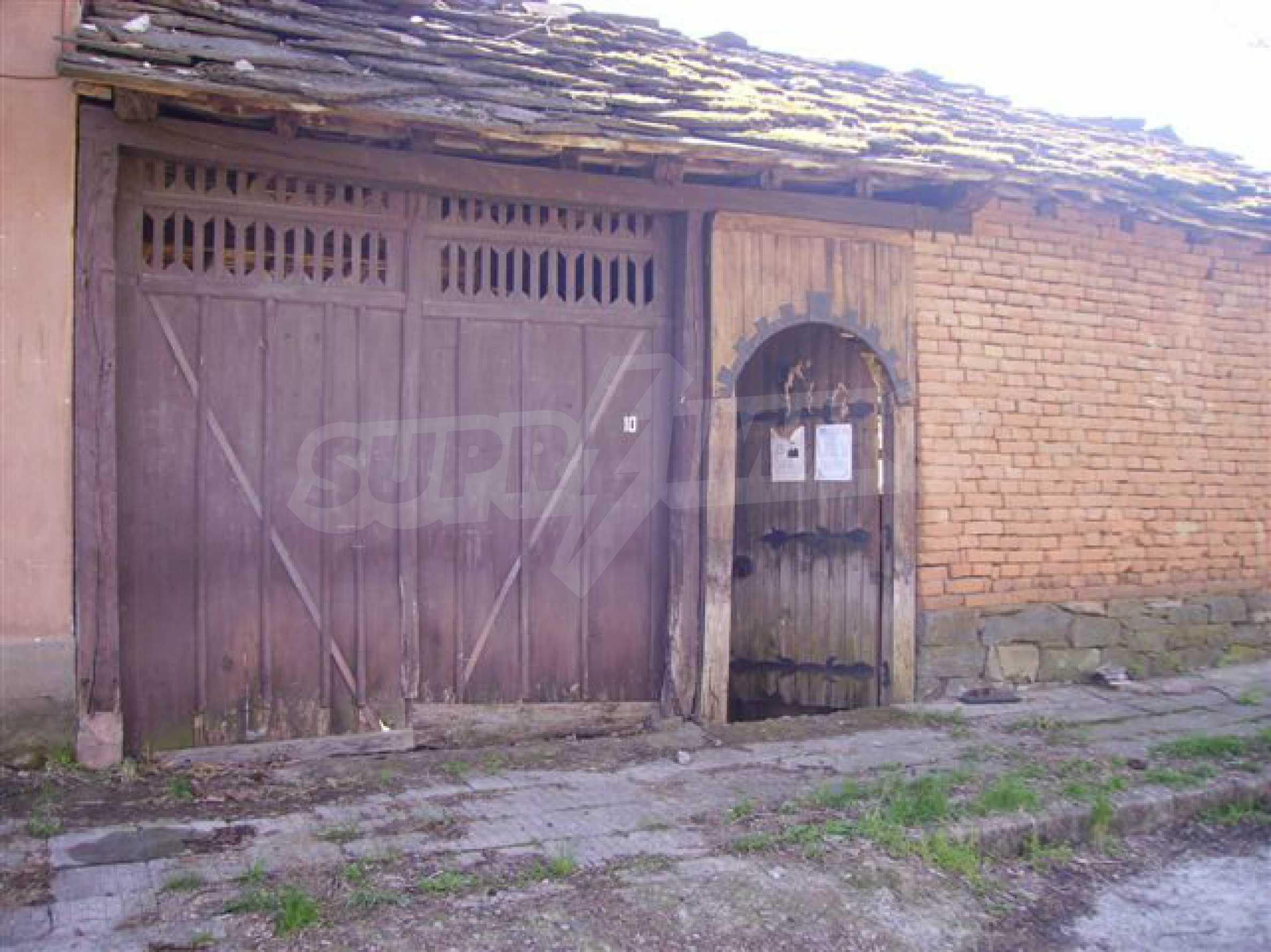 Двухэтажный дом в деревне недалеко от города Ловеч 22