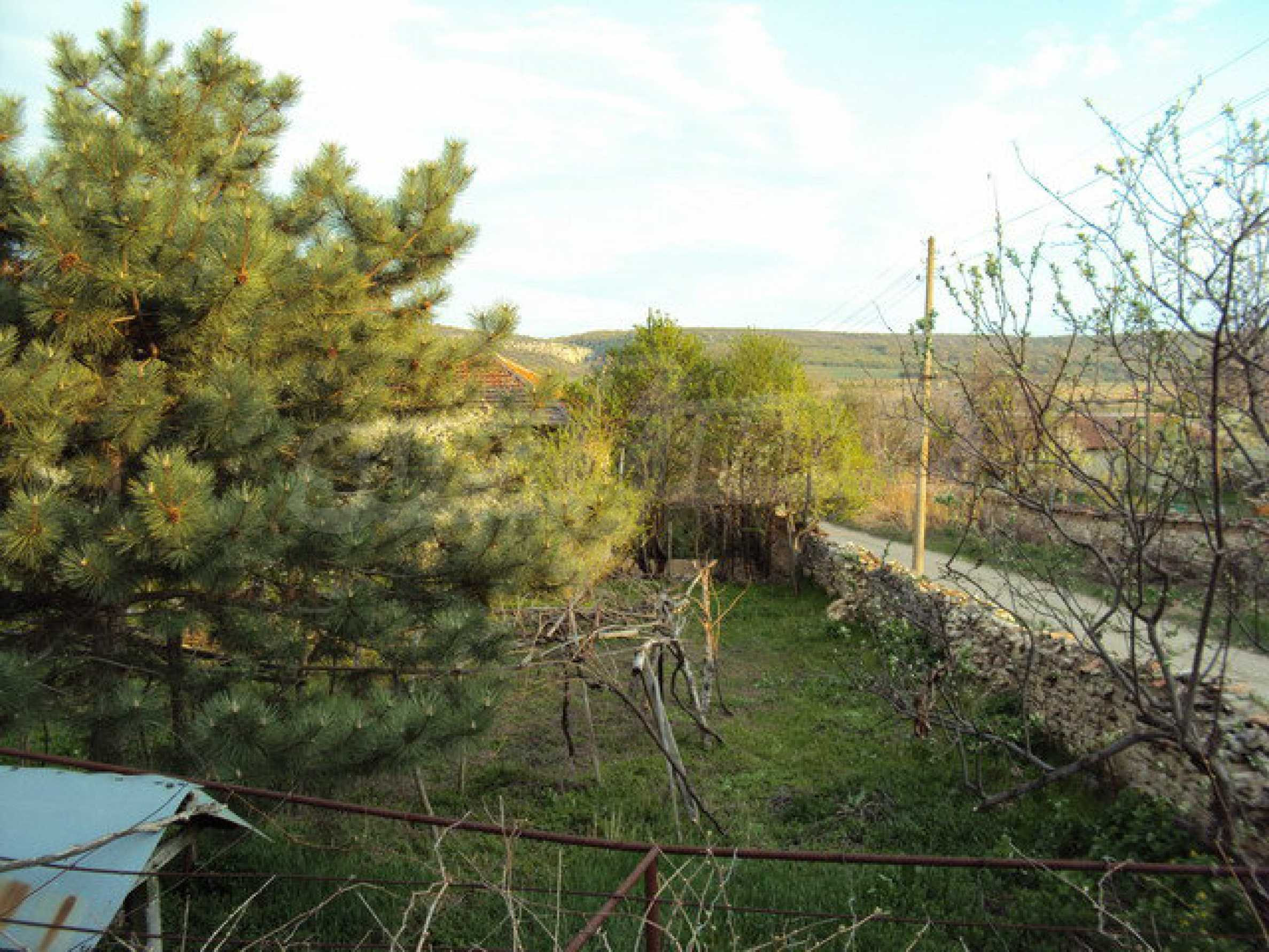 House with spacious garden is located in a beautiful and well developed village 30 km. from Veliko Tarnovo 24