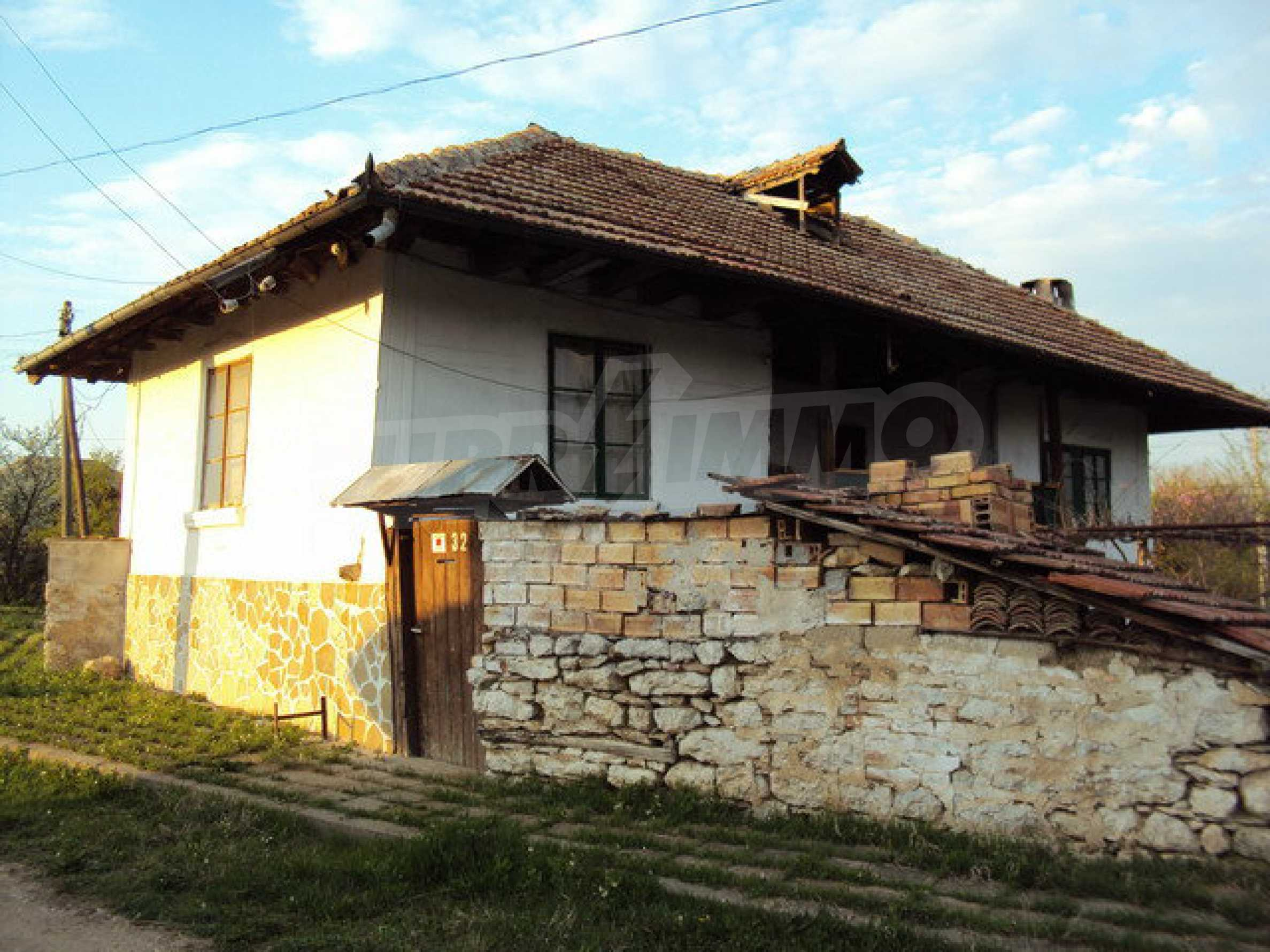 House with spacious garden is located in a beautiful and well developed village 30 km. from Veliko Tarnovo 25