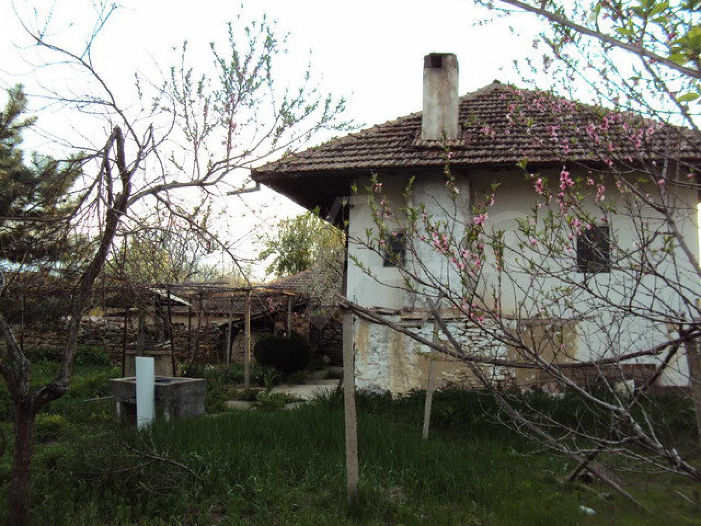 House with spacious garden is located in a beautiful and well developed village 30 km. from Veliko Tarnovo 2