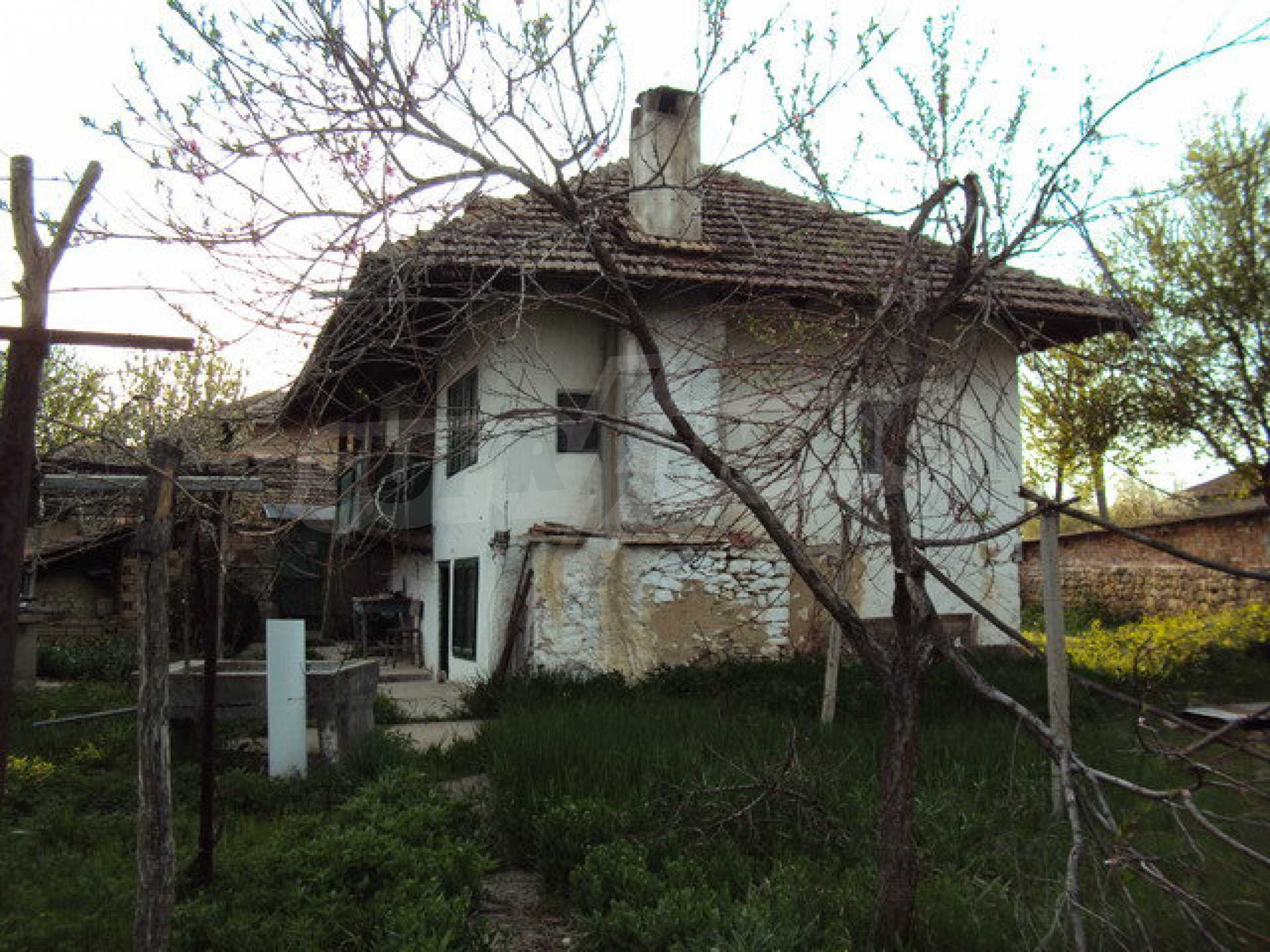 House with spacious garden is located in a beautiful and well developed village 30 km. from Veliko Tarnovo 8