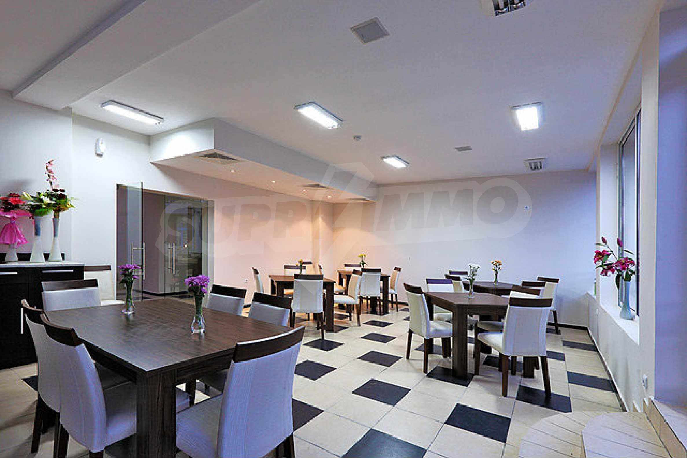 Трехкомнатный апартамент на продажу в комплексе Emberli в курорте Лозенец 13
