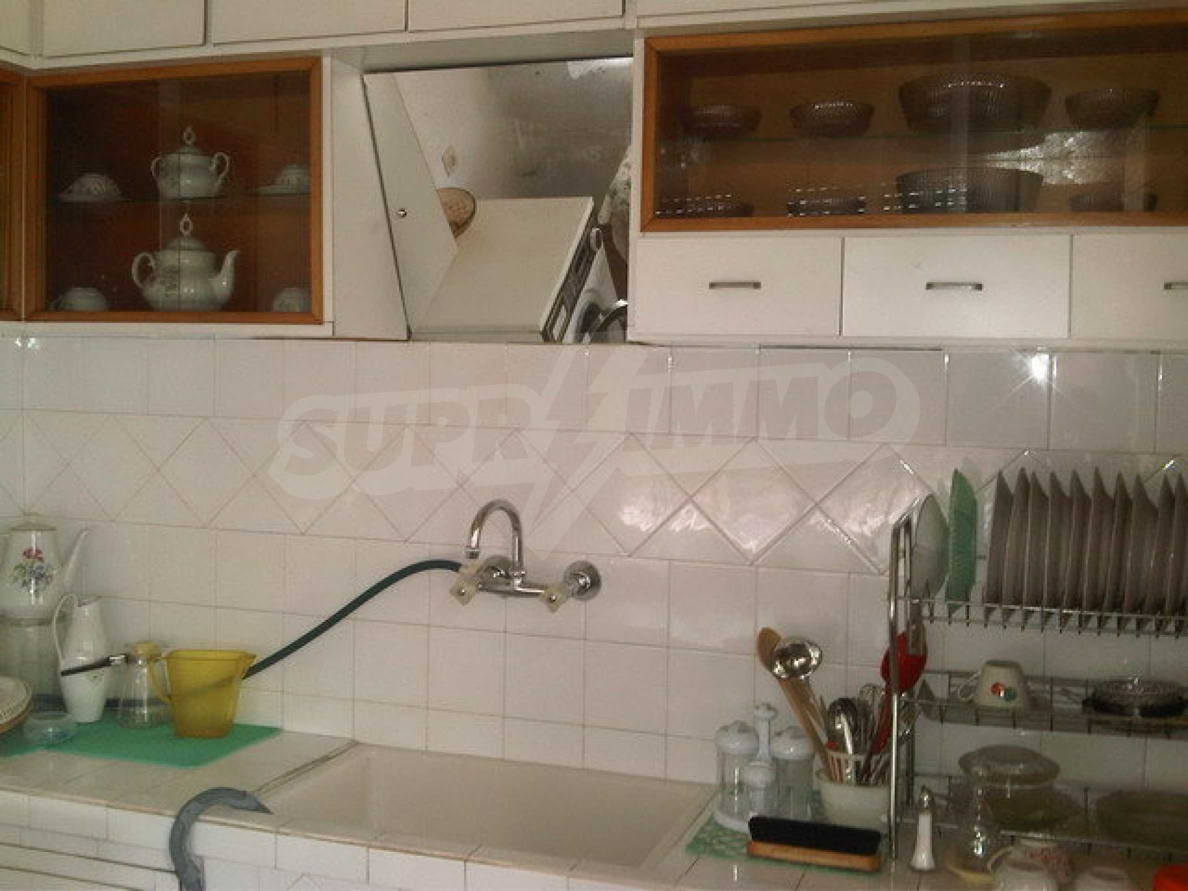 Nice apartment on the second floor of the building near the center of Sevlievo 5