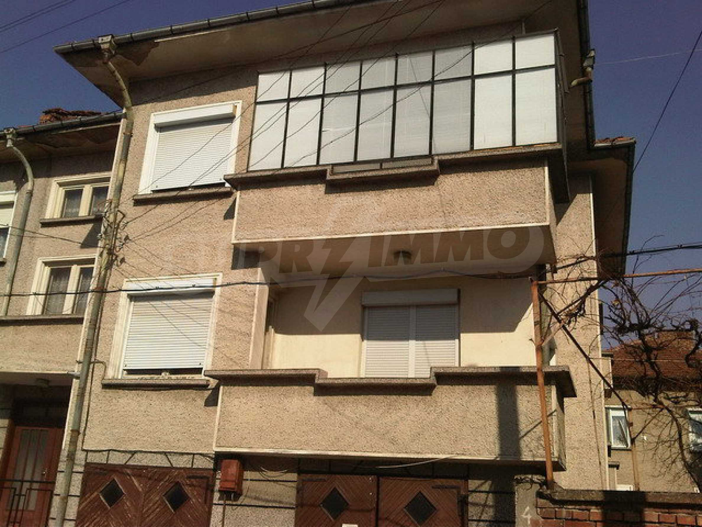 Nice apartment on the second floor of the building near the center of Sevlievo 8