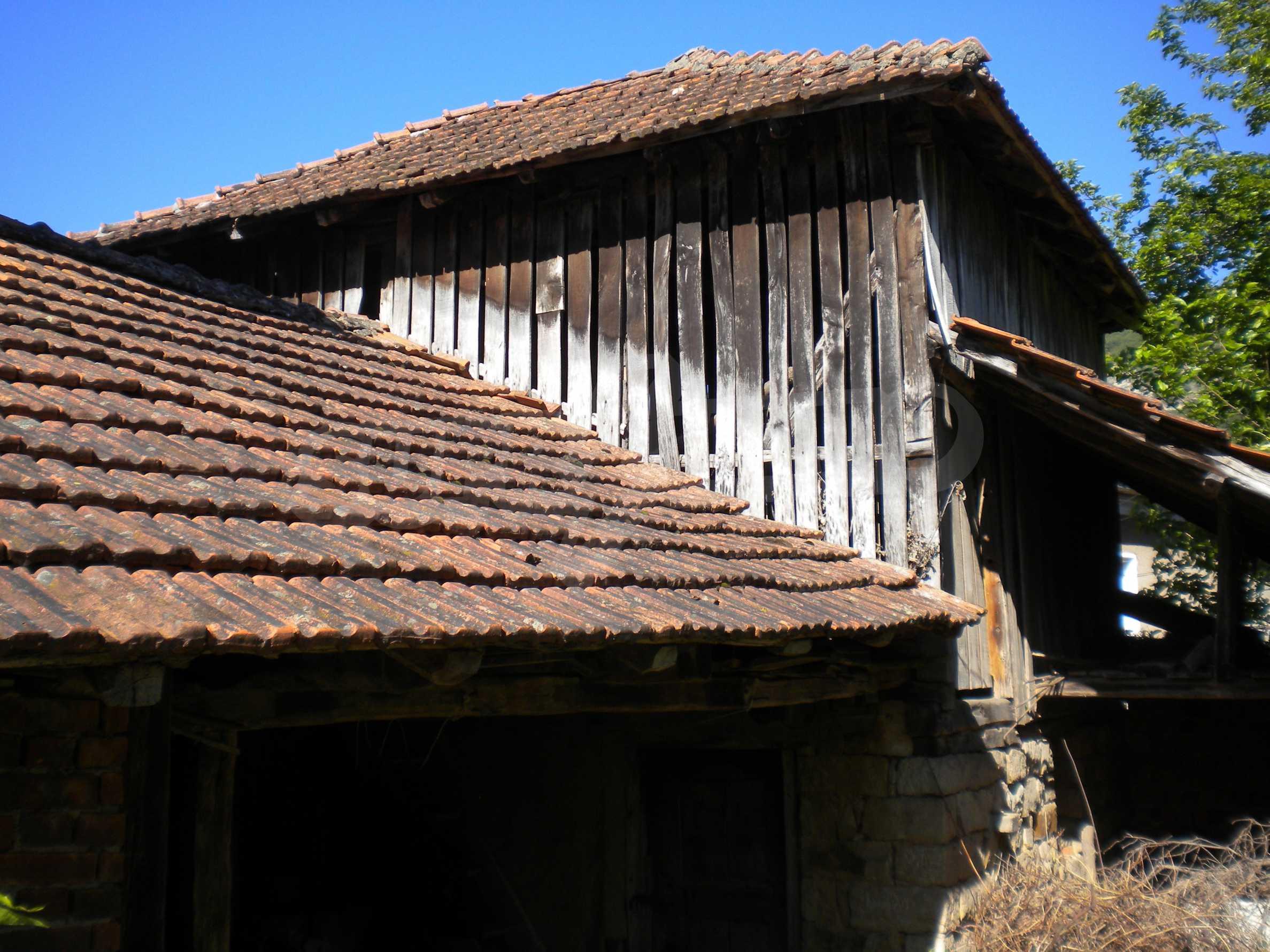 Къща на два етажа в полите на Стара планина близо до Белоградчик 16