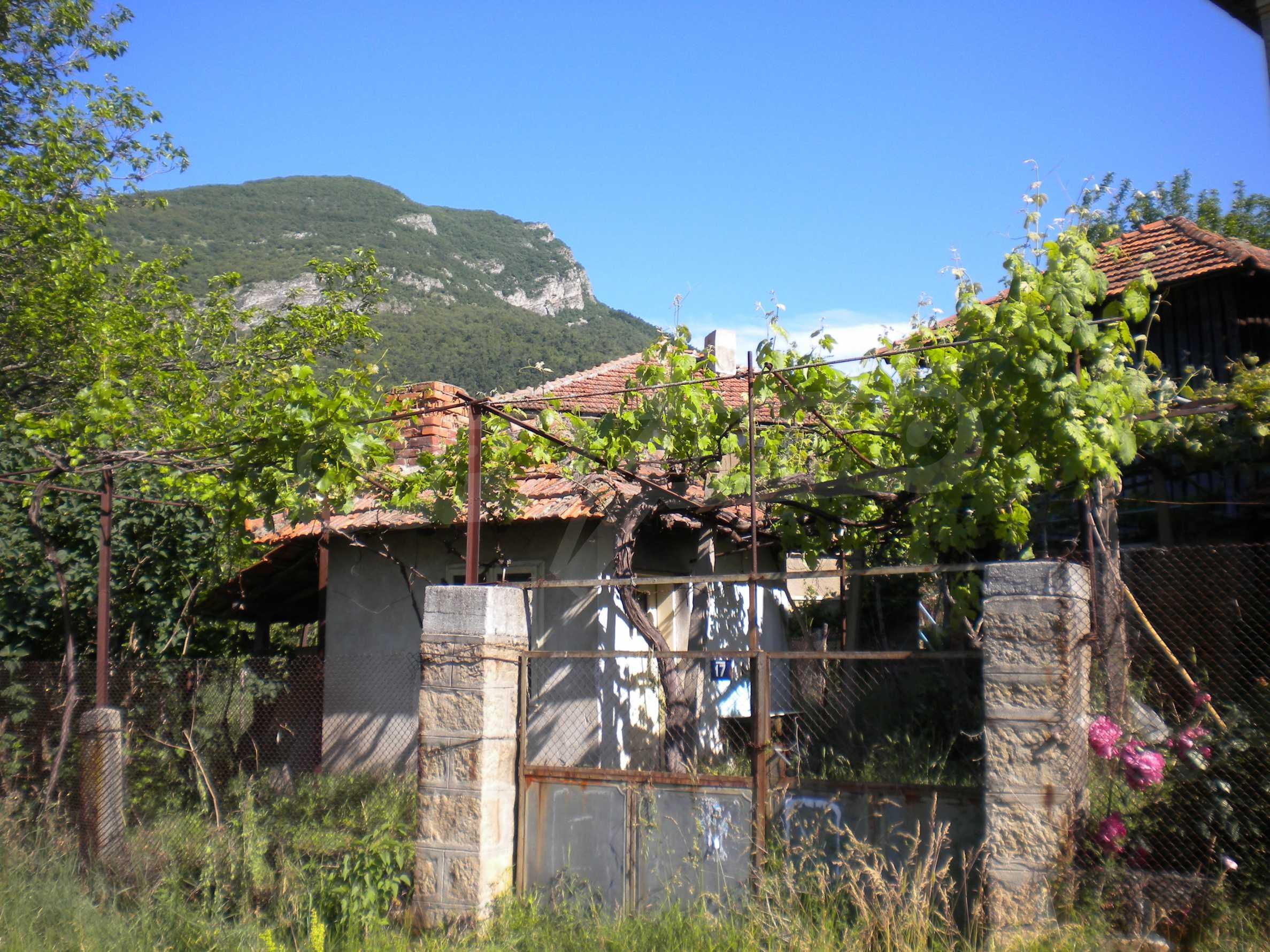 Къща на два етажа в полите на Стара планина близо до Белоградчик 21