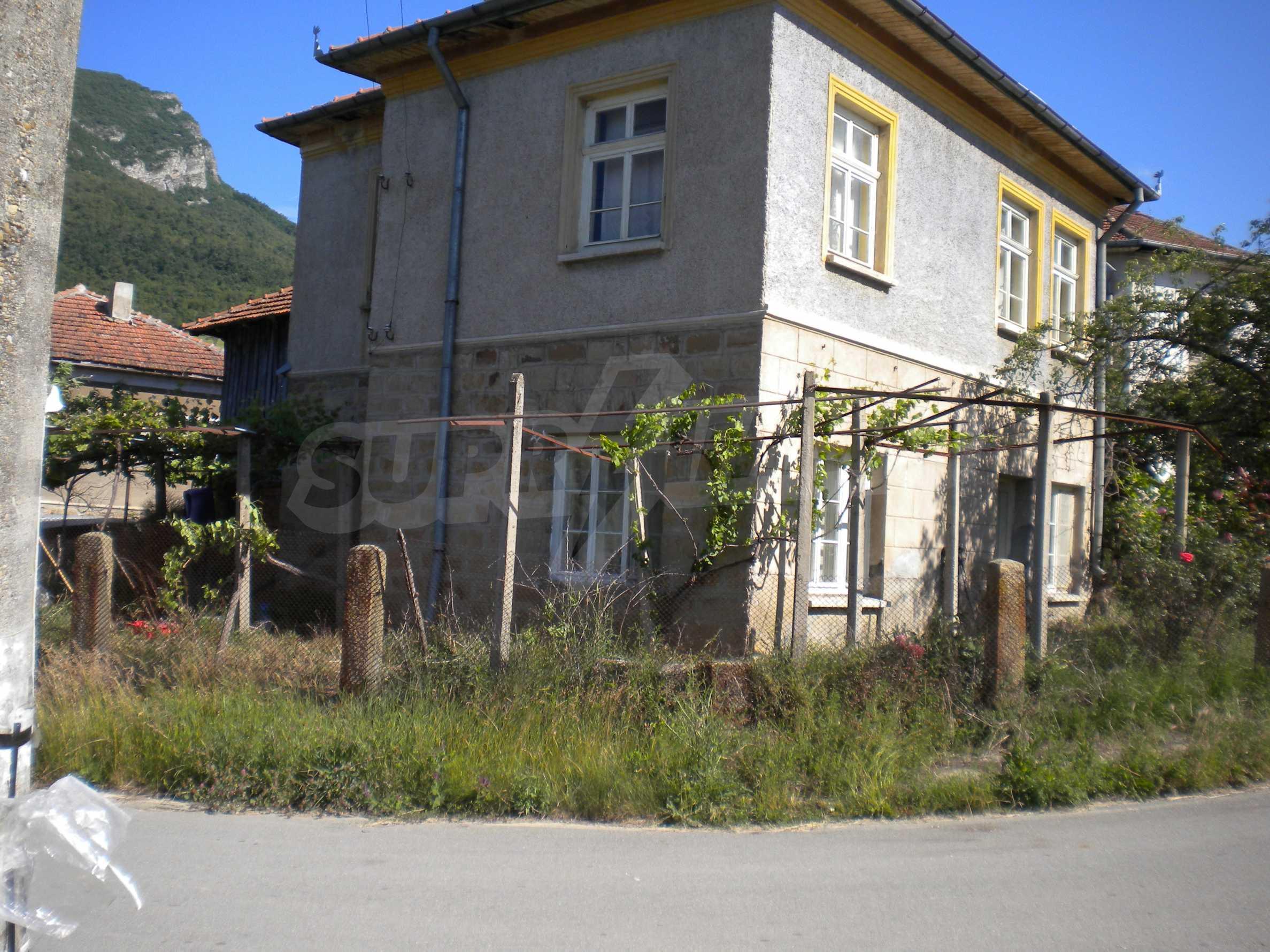 Къща на два етажа в полите на Стара планина близо до Белоградчик 2