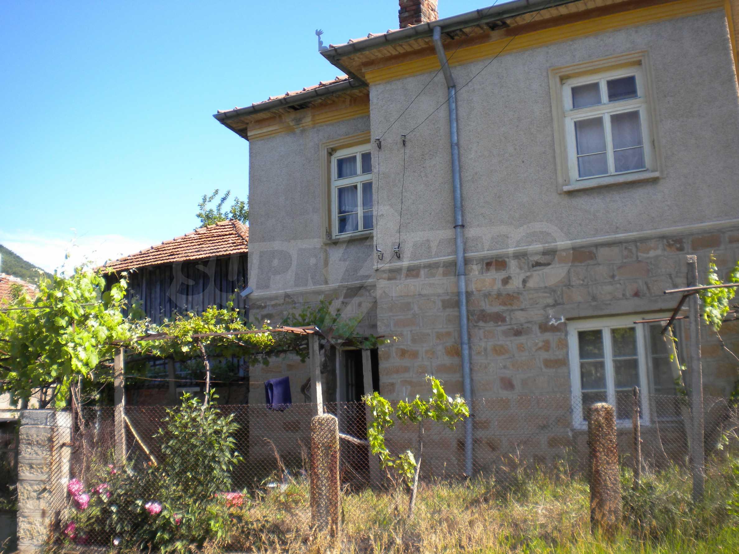 Къща на два етажа в полите на Стара планина близо до Белоградчик 3