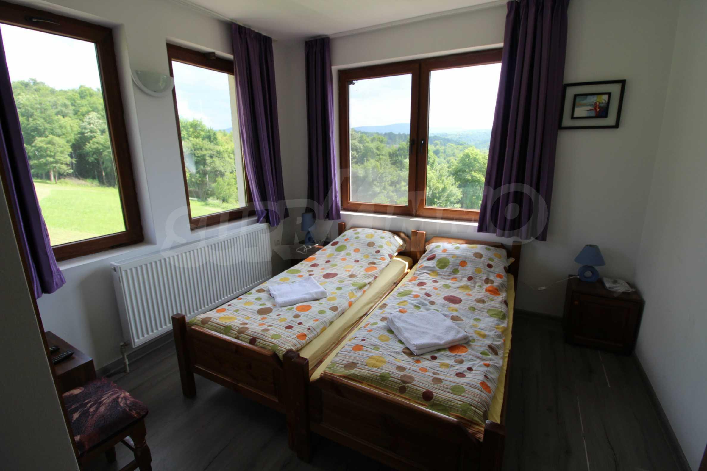 Уникално вилно селище с кръгли къщи на 50 км от Велико Търново  19