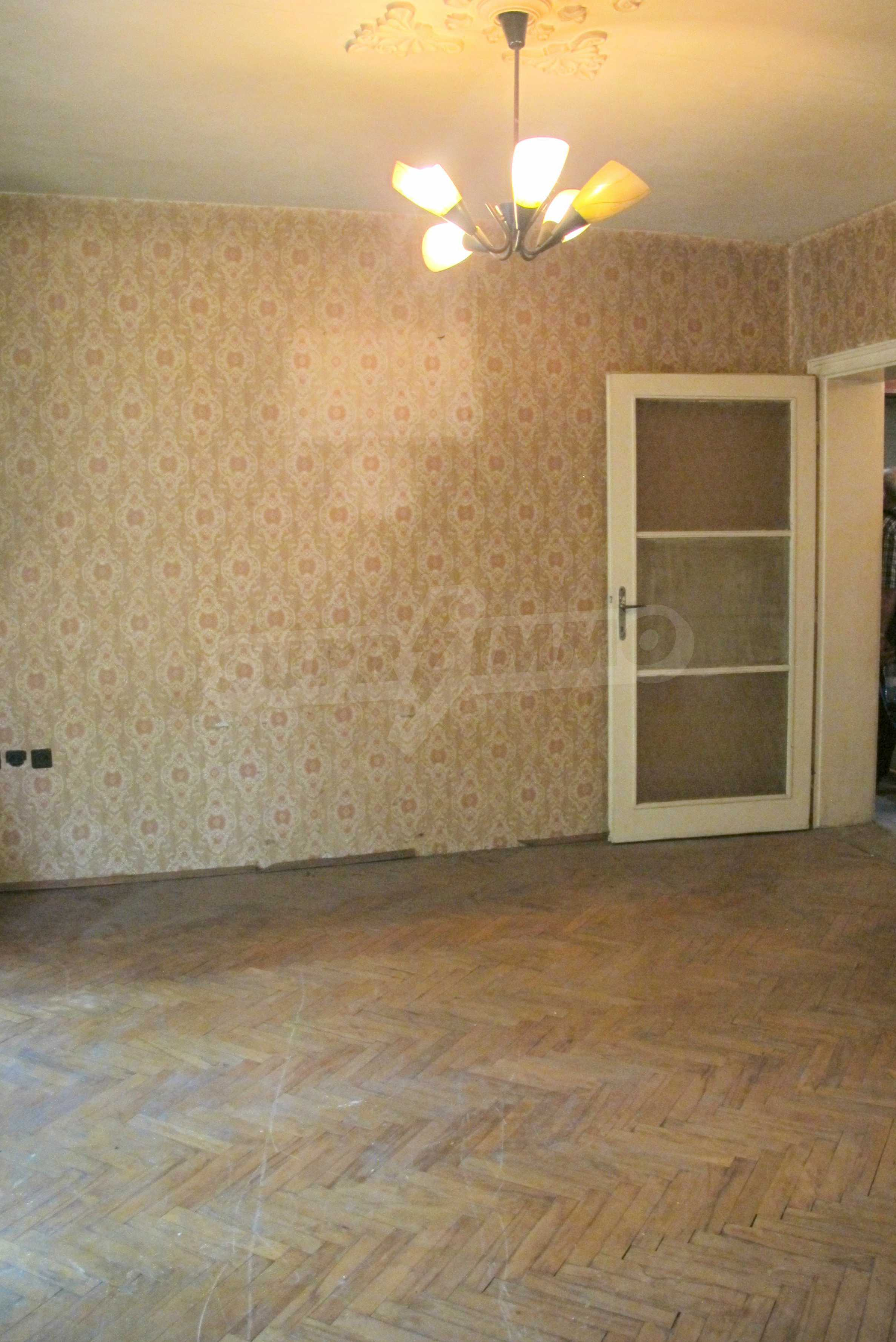 Светъл апартамент в зелената част на кв. Гео Милев 4